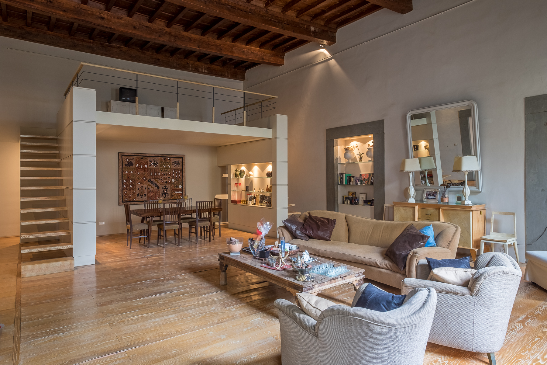 "Additional photo for property listing at Lovely contemporary apartment in historic ""palazzo"" Sant Ambrogio, Firenze, Florence Italien"