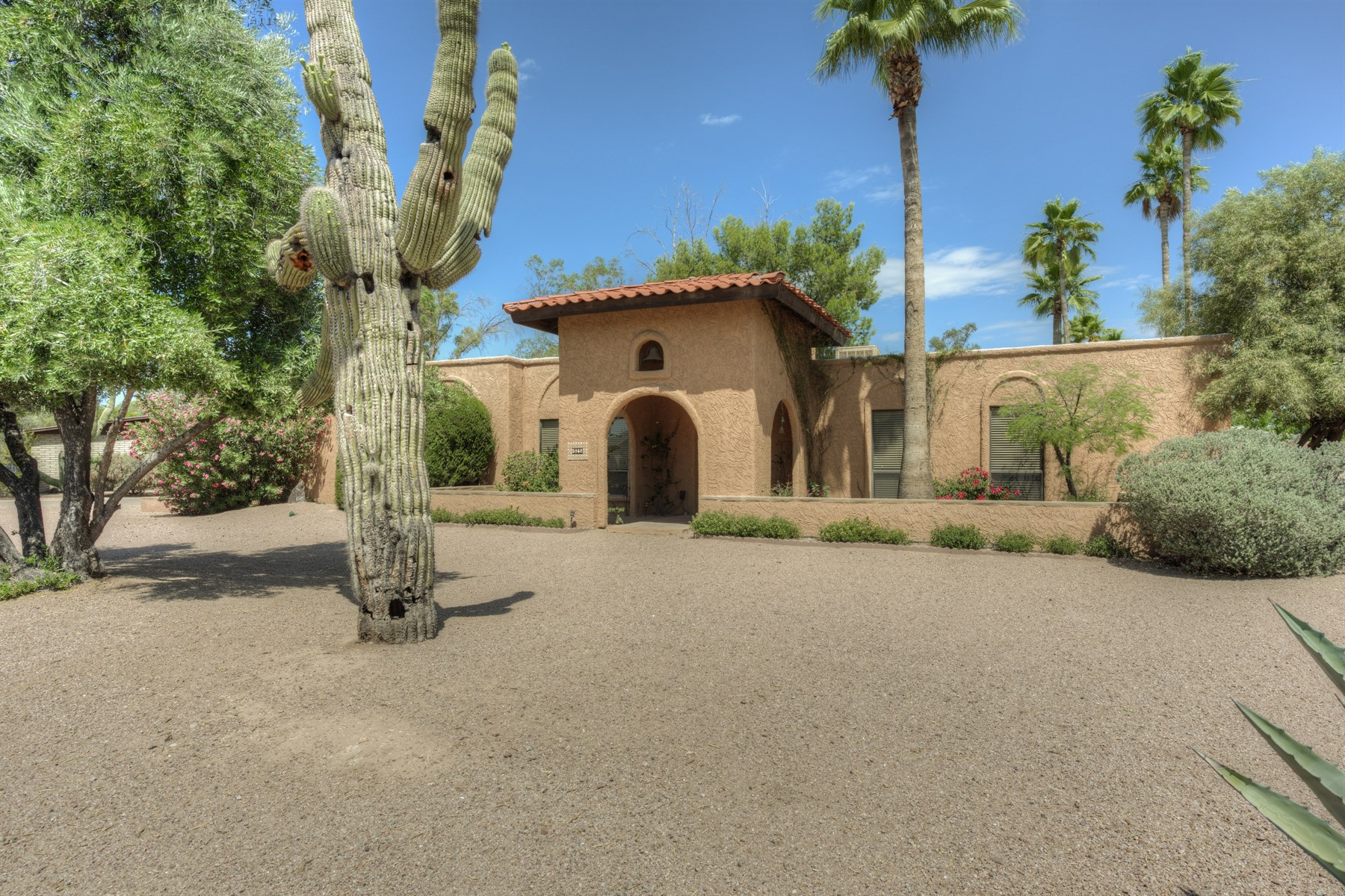 Casa Unifamiliar por un Venta en Charming large interior lot in Country Estates 5868 E Onyx Ave Paradise Valley, Arizona, 85253 Estados Unidos