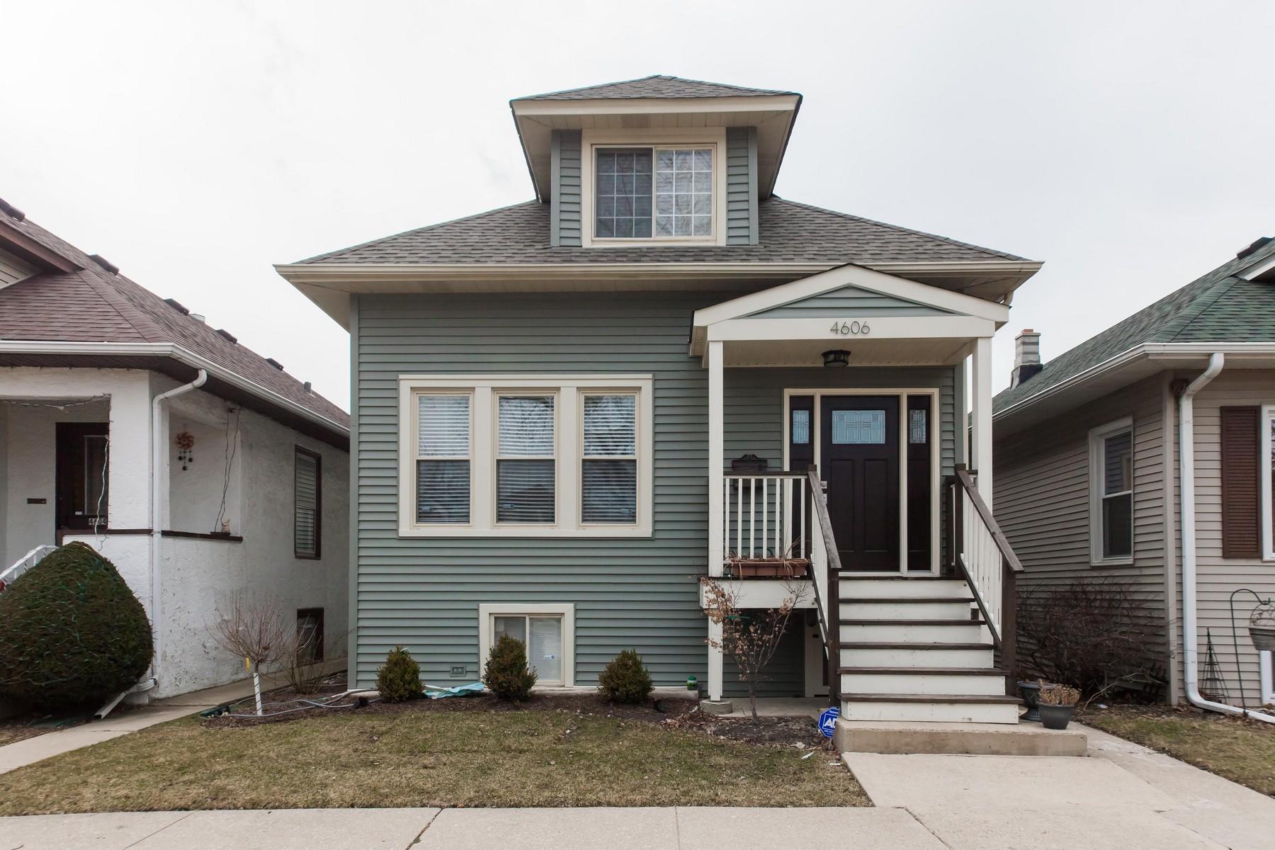 Nhà ở một gia đình vì Bán tại Completely Updated Mayfair Home 4606 N Kedvale Avenue Chicago, Illinois, 60630 Hoa Kỳ