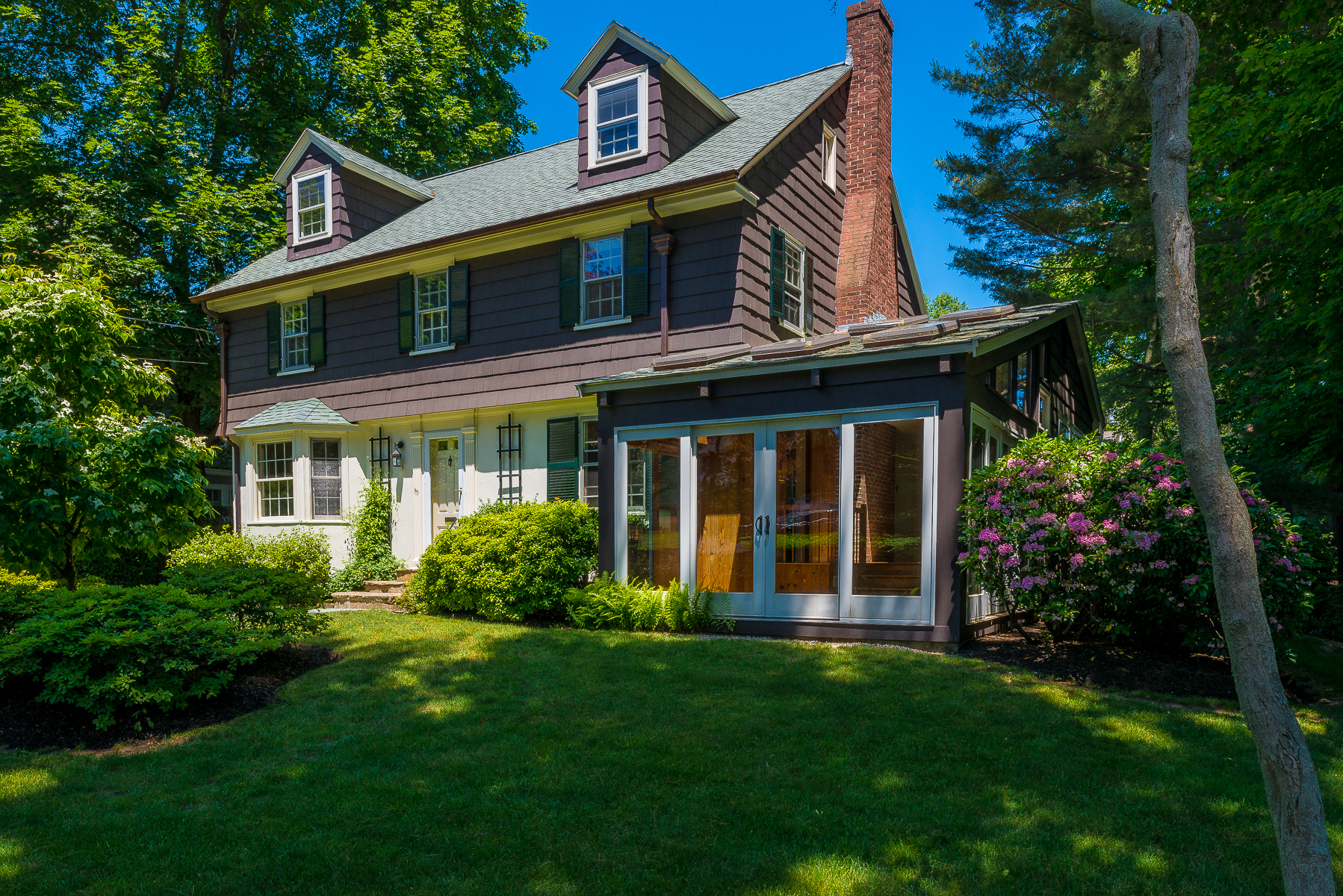 Single Family Home for Sale at Classic Beach Bluff Neighborhood Home With 5 Bedrooms 50 Bradlee Avenue Swampscott, Massachusetts, 01907 United States