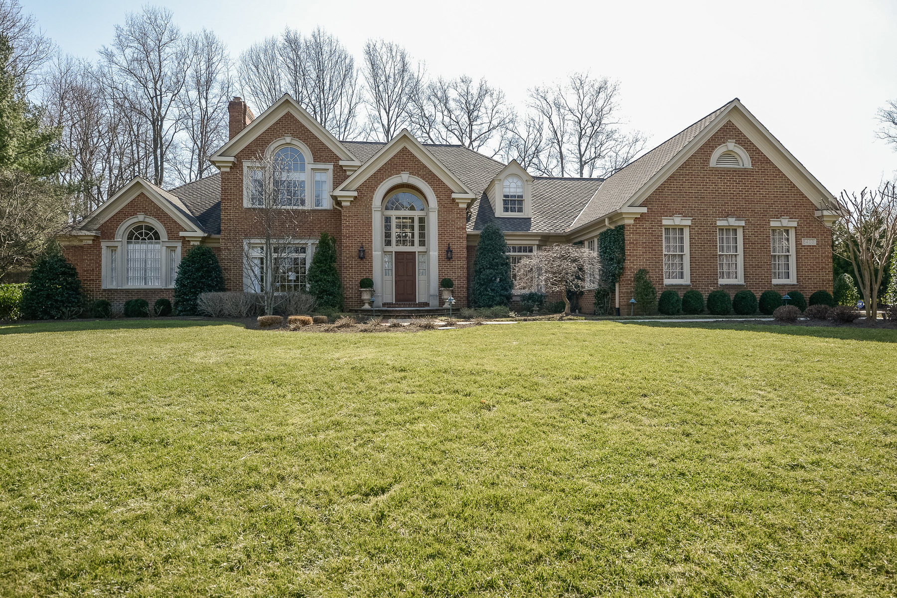 Casa Unifamiliar por un Venta en 8403 Brookewood Court, Mclean 8403 Brookewood Ct McLean, Virginia 22102 Estados Unidos