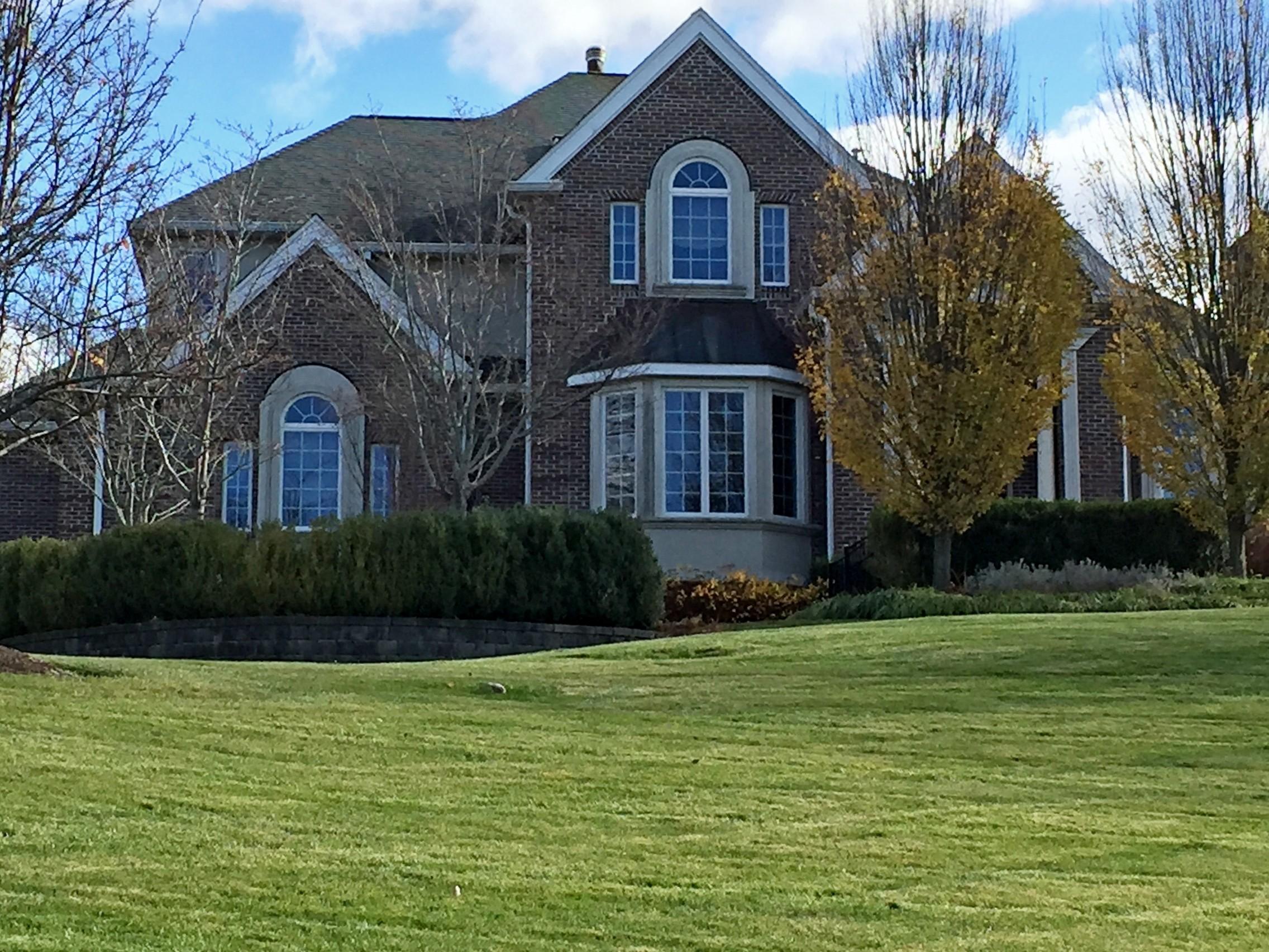Casa para uma família para Venda às Elegant Brick Colonial 29 Constitution Court Tuxedo, Nova York 10987 Estados Unidos