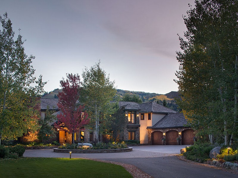 Casa para uma família para Venda às Have your own private park in Aspen! 73 Hideaway Lane Aspen, Colorado 81611 Estados Unidos