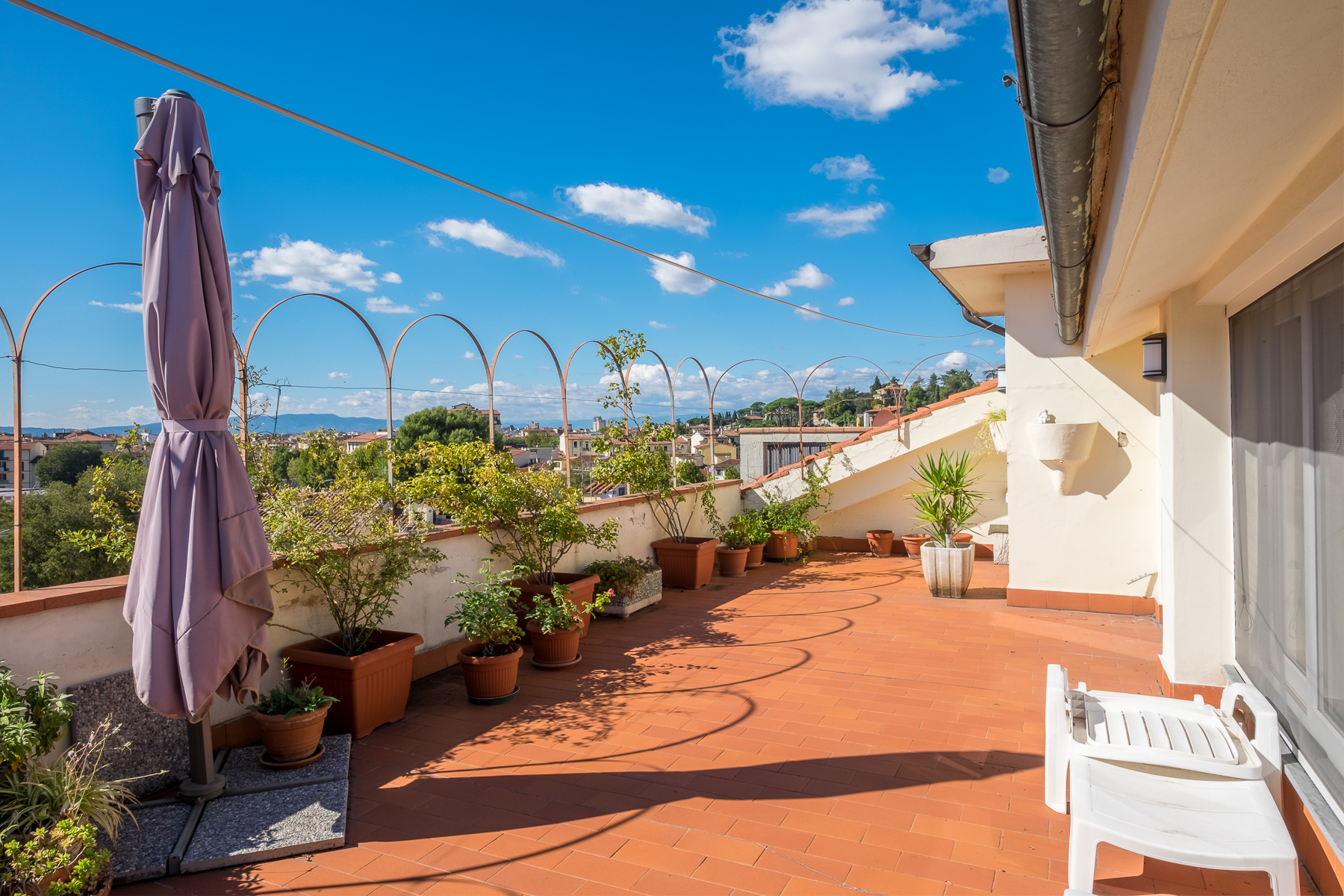 Apartamento por un Venta en Refurbished penthouse with terraces Via Pascoli Firenze, Florence 50100 Italia