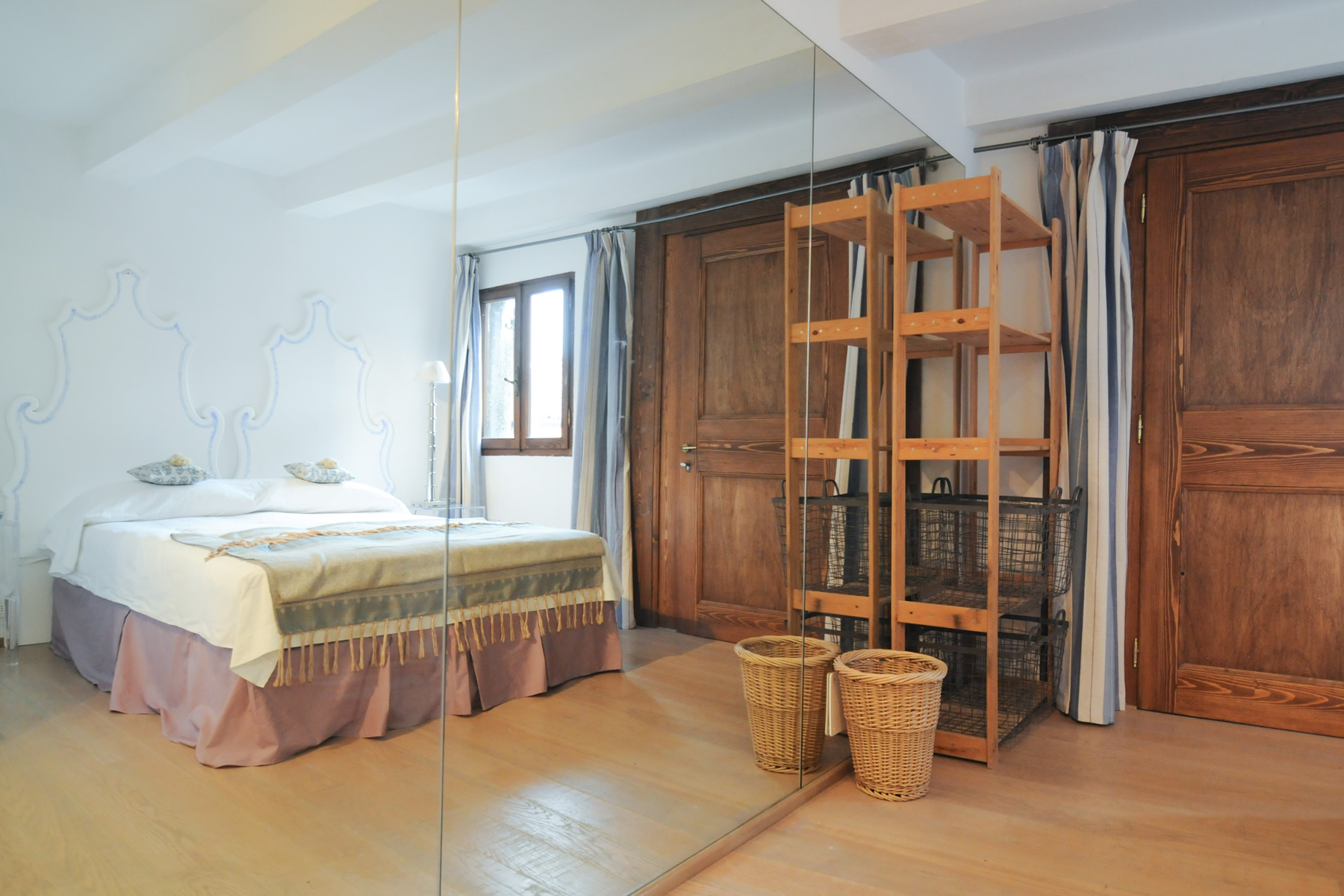 Additional photo for property listing at Castello Mansarda Venice, Venice Italien