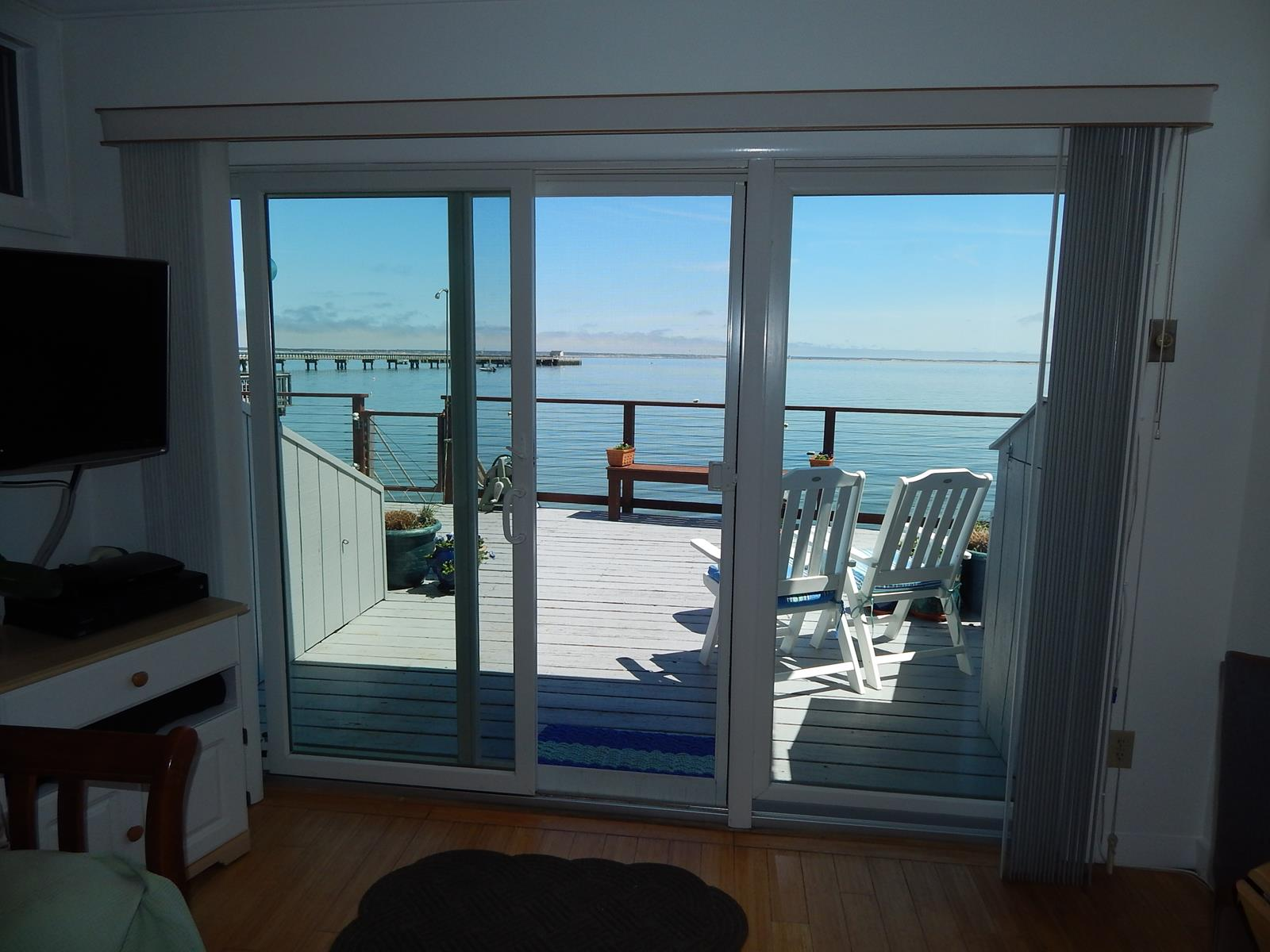 Condominio por un Venta en Waterfront West 93 Commercial Street, Unit 2 Provincetown, Massachusetts 02657 Estados Unidos