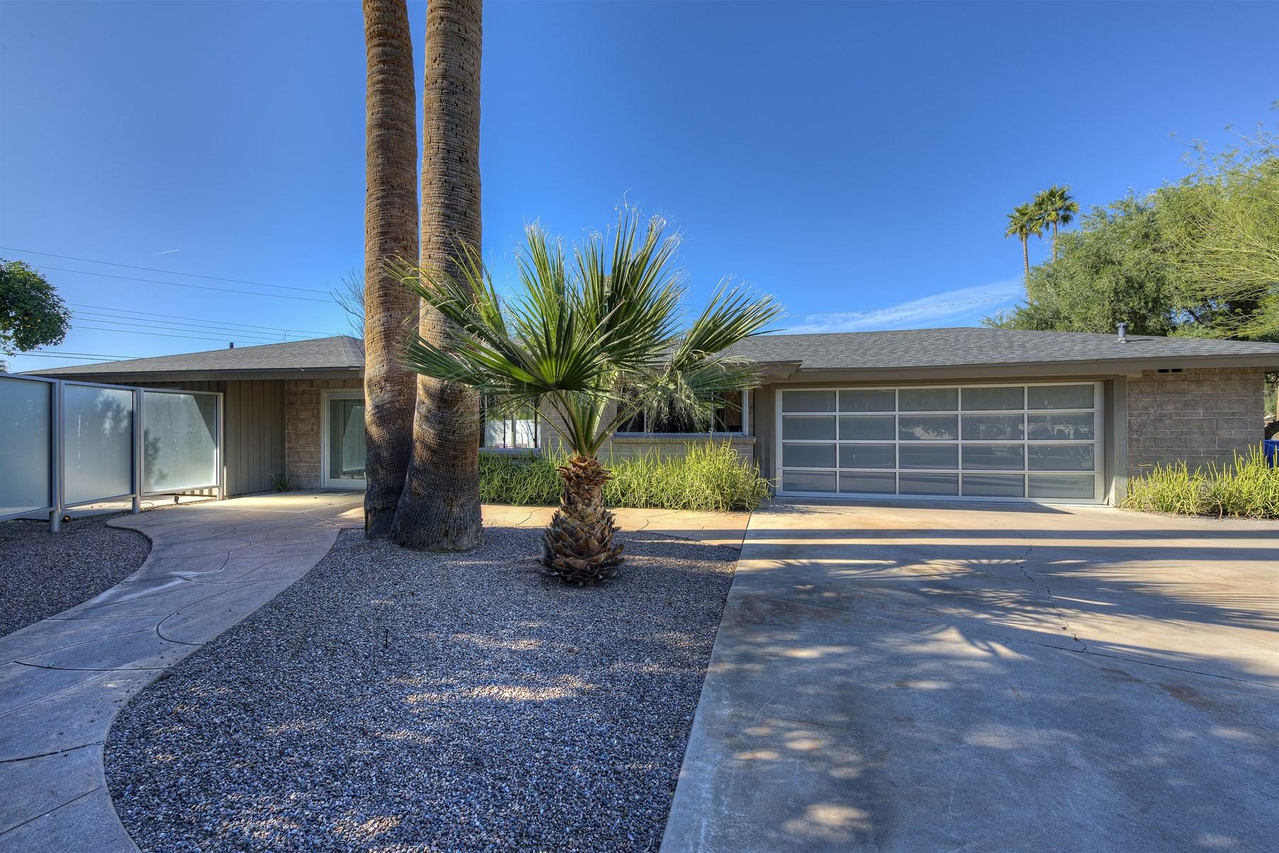 Maison unifamiliale pour l Vente à Completely Remodeled Contemporary Home 3108 N Marigold Drive Phoenix, Arizona 85018 États-Unis