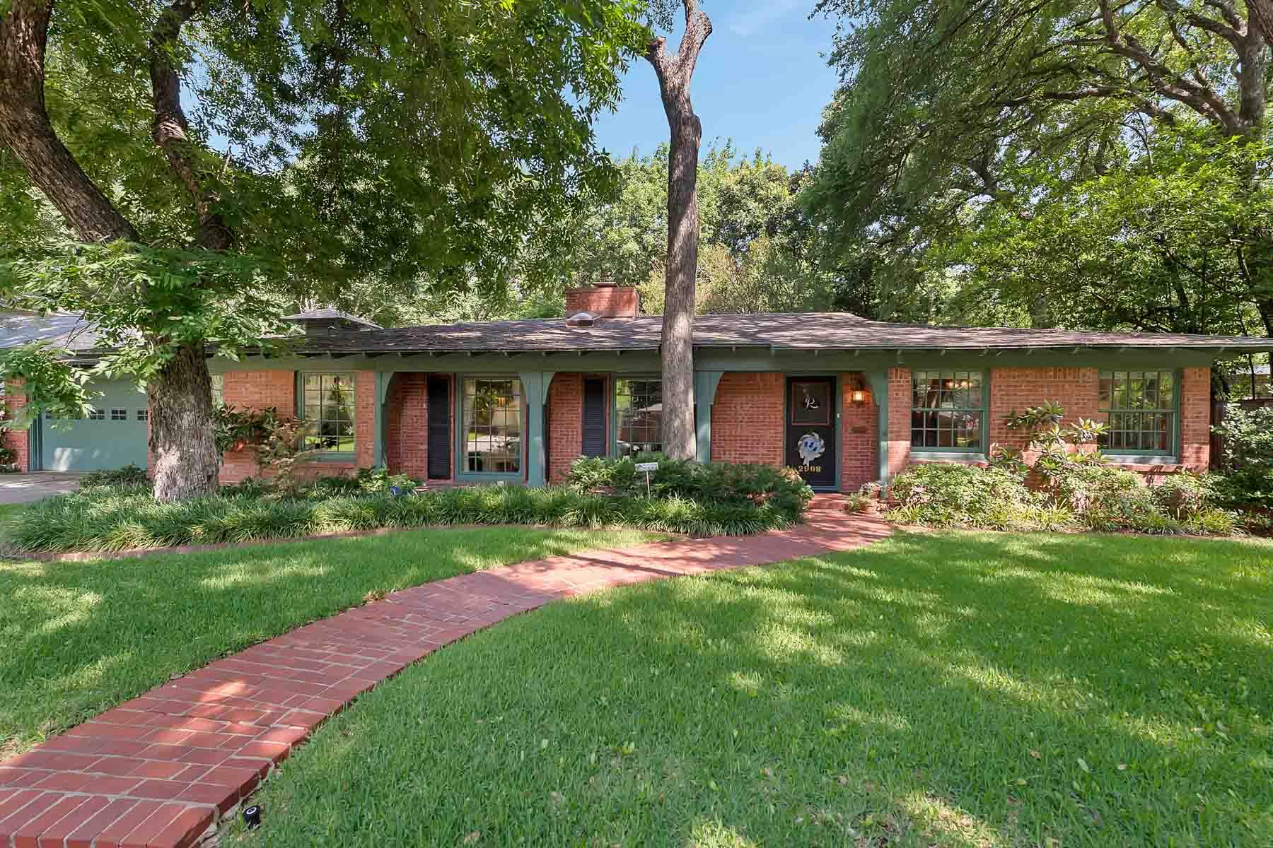 단독 가정 주택 용 매매 에 Traditional, Mockingbird Lane 2908 Owenwood Drive Fort Worth, 텍사스, 76109 미국