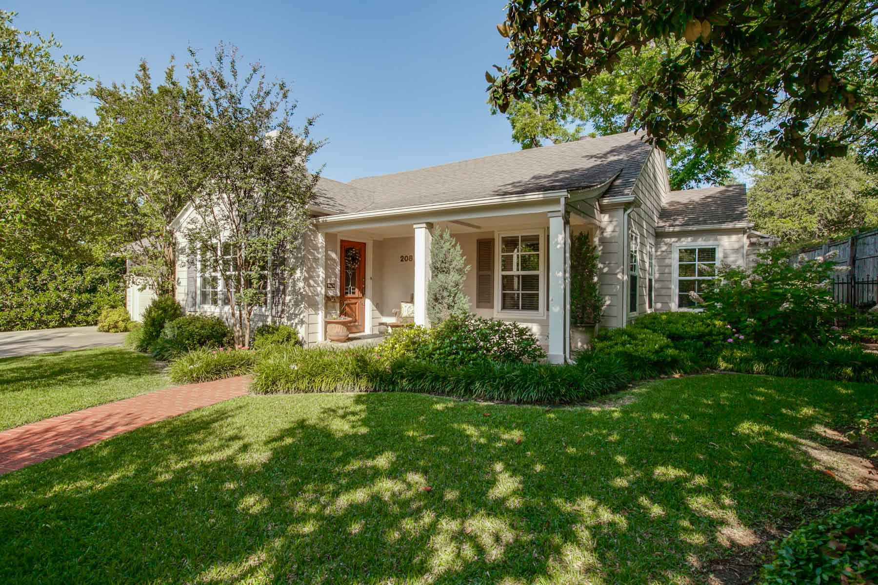 Single Family Home for Sale at Traditional Fort Worth Family Home 208 Crestwood Drive Fort Worth, Texas, 76107 United States