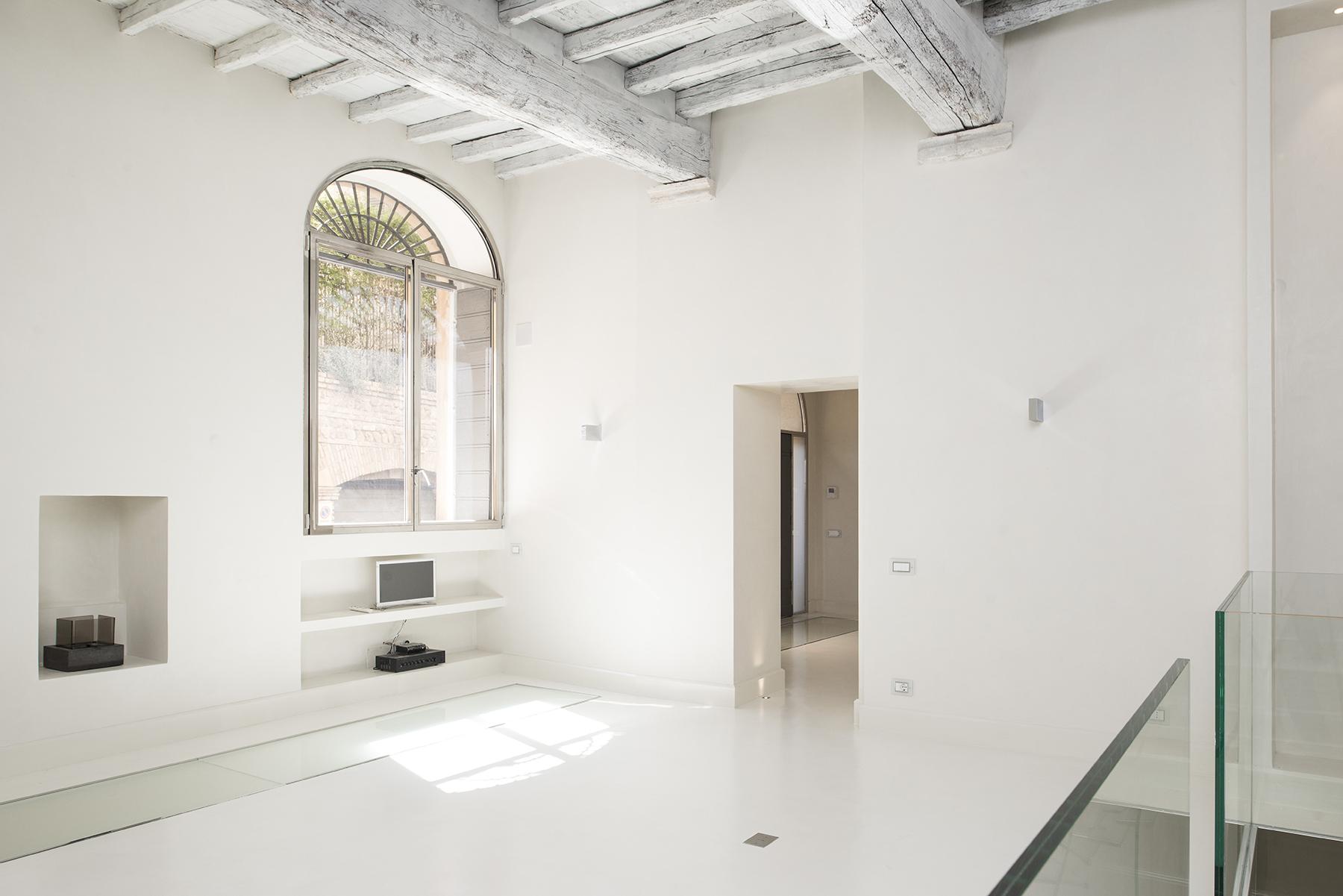 Apartamento por un Venta en Beautiful apartment a few steps from Piazza Navona Vicolo Domizio Rome, Roma 00186 Italia