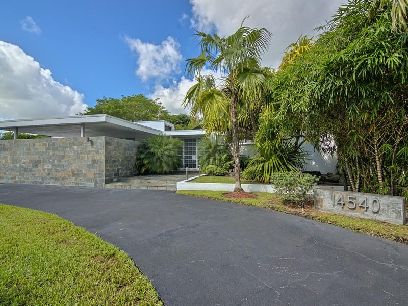 단독 가정 주택 용 매매 에 14540 Snapper Dr Coral Gables, 플로리다 33158 미국
