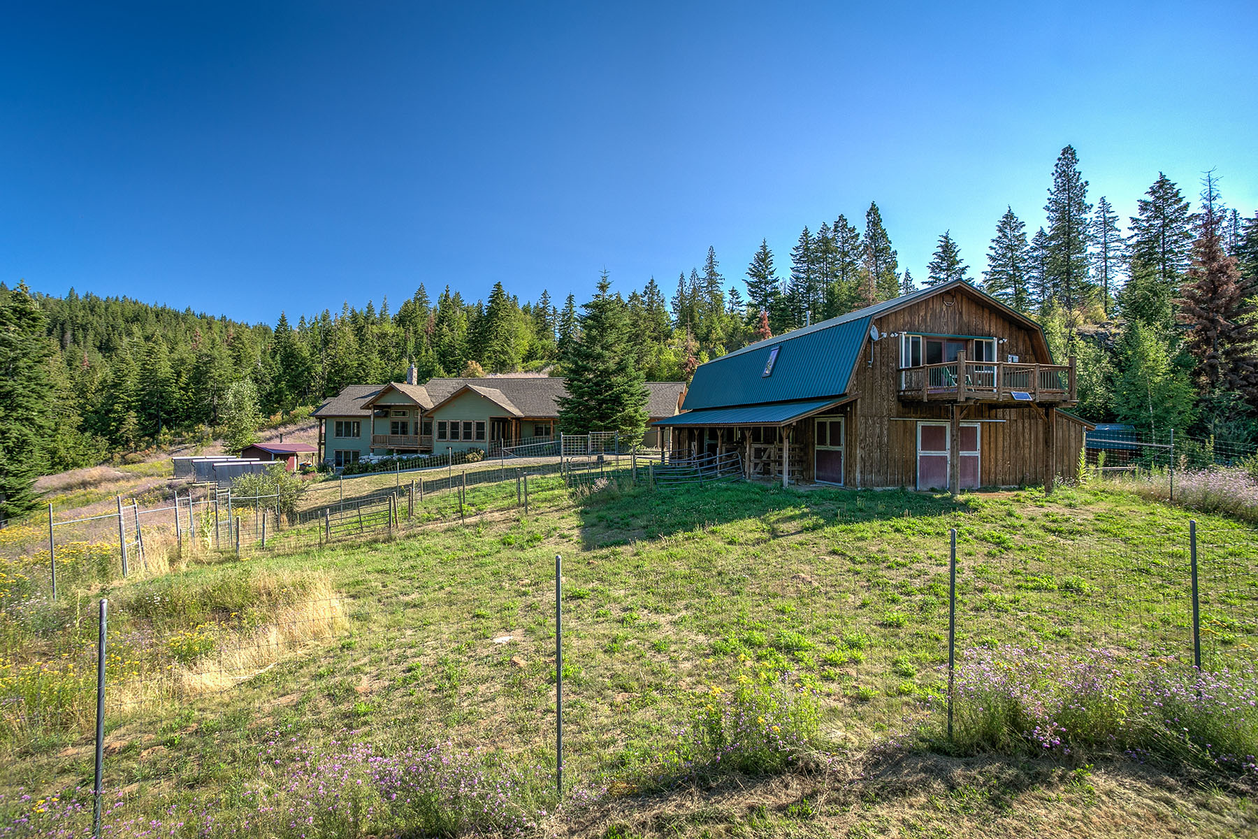 Maison unifamiliale pour l Vente à 2 Homes, 3 Cabins & 1 Barn on 320 Acres 0 Trout Creek Ranch Rd Sandpoint, Idaho, 83864 États-Unis