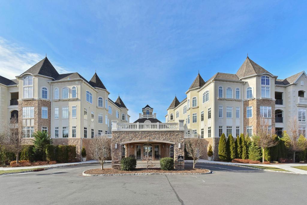 타운하우스 용 매매 에 Luxurious Living 103 Metzger Drive West Orange, 뉴저지, 07052 미국