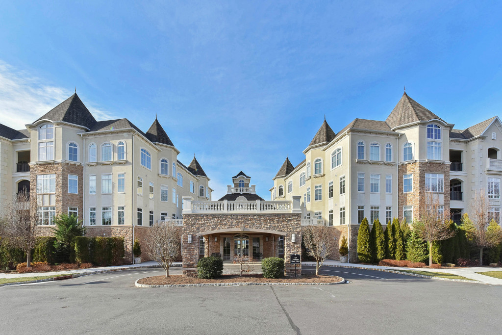 Таунхаус для того Продажа на Luxurious Living 103 Metzger Drive West Orange, 07052 Соединенные Штаты