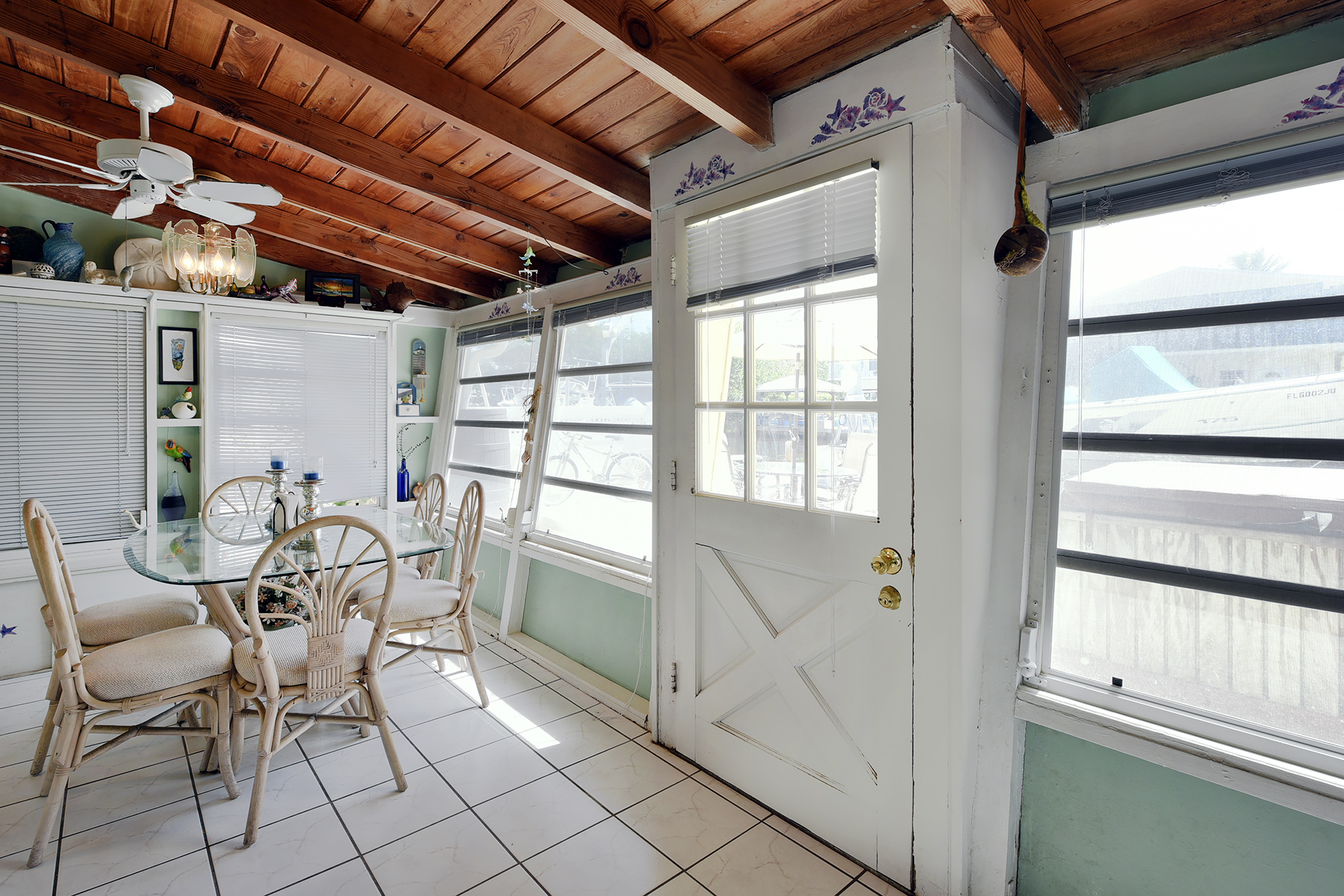 Additional photo for property listing at Ground Level Canalfront Home 28 Jean La Fitte Drive Key Largo, Florida 33037 Usa