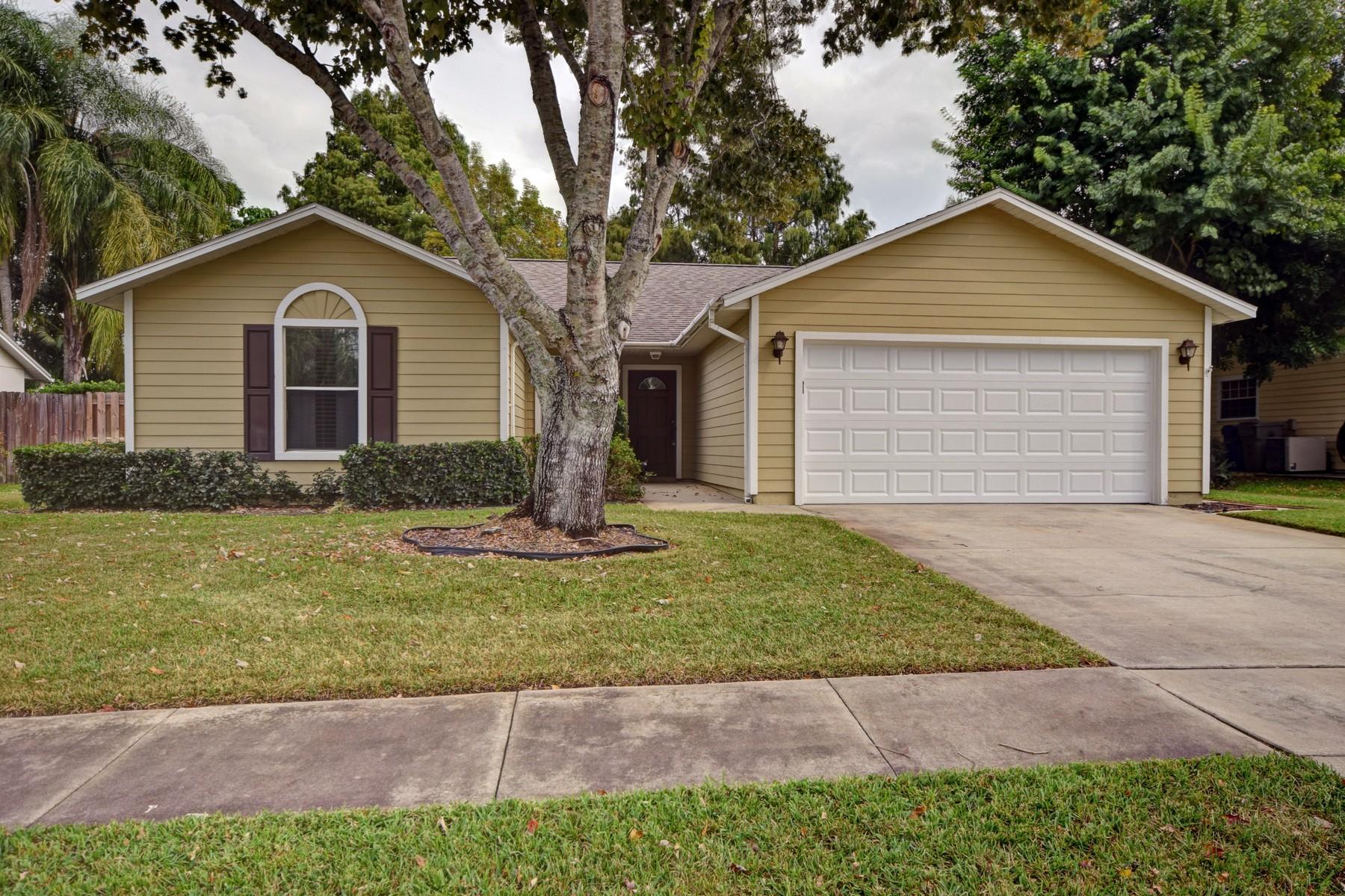 Villa per Vendita alle ore Delightful home in Whispering Pines 380 22d Avenue Vero Beach, Florida 32962 Stati Uniti