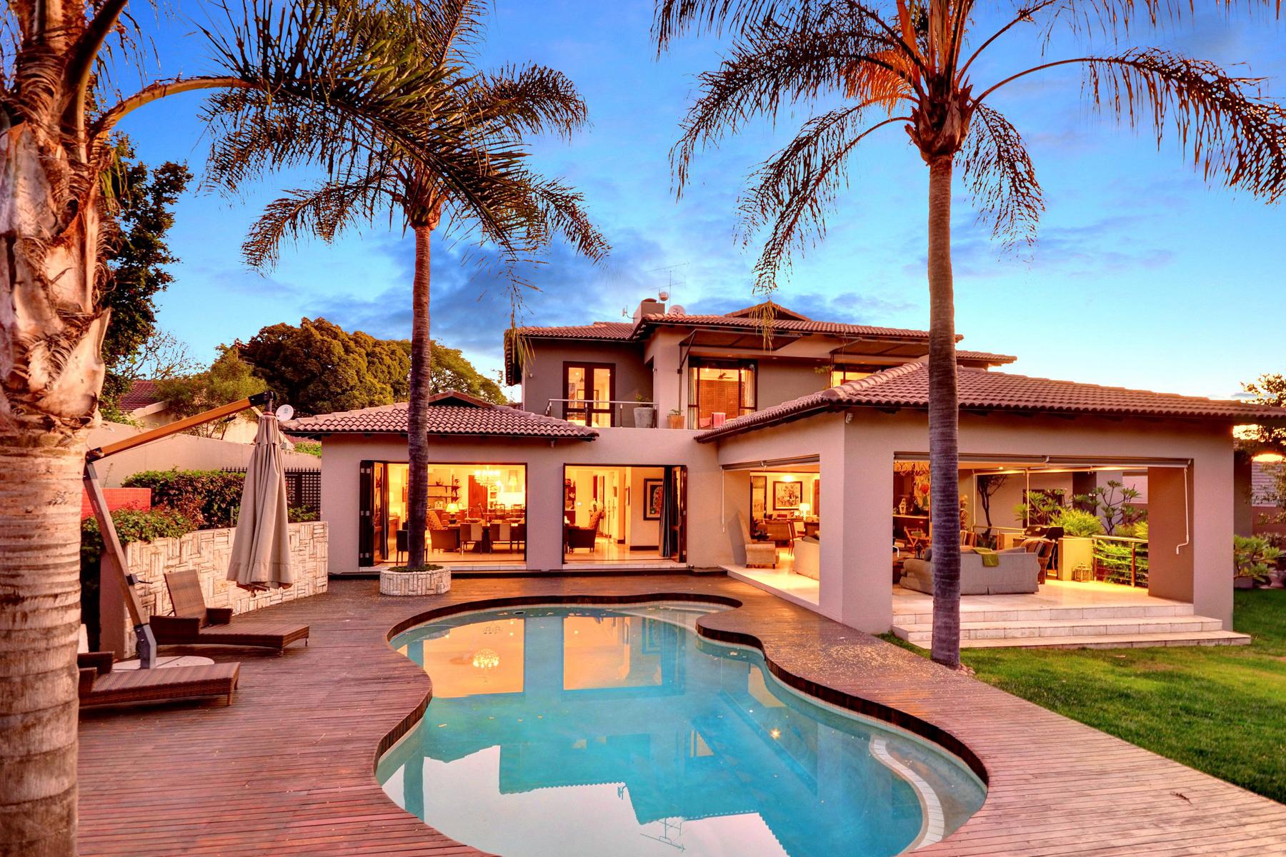 Casa Unifamiliar por un Venta en A home in Sandhurst Johannesburg, Provincia De Gauteng 2196 Sudáfrica