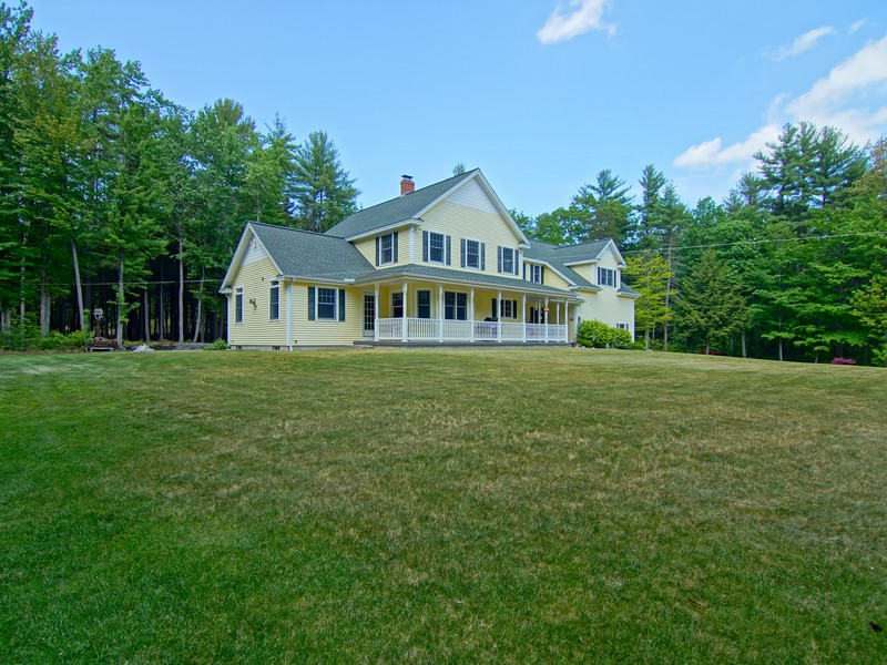 Maison unifamiliale pour l Vente à Quiet Country Setting 303 Reservoir Road Strafford, New Hampshire 03884 États-Unis