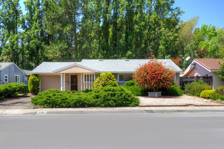 獨棟家庭住宅 為 出售 在 Opportunity Knocks at Bel Aire Estates in Tiburon! 113 Blackfield Dr Tiburon, 加利福尼亞州, 94920 美國