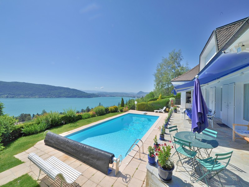 Частный односемейный дом для того Продажа на Villa avec vue lac Other Rhone-Alpes, Рона-Альпы 74290 Франция