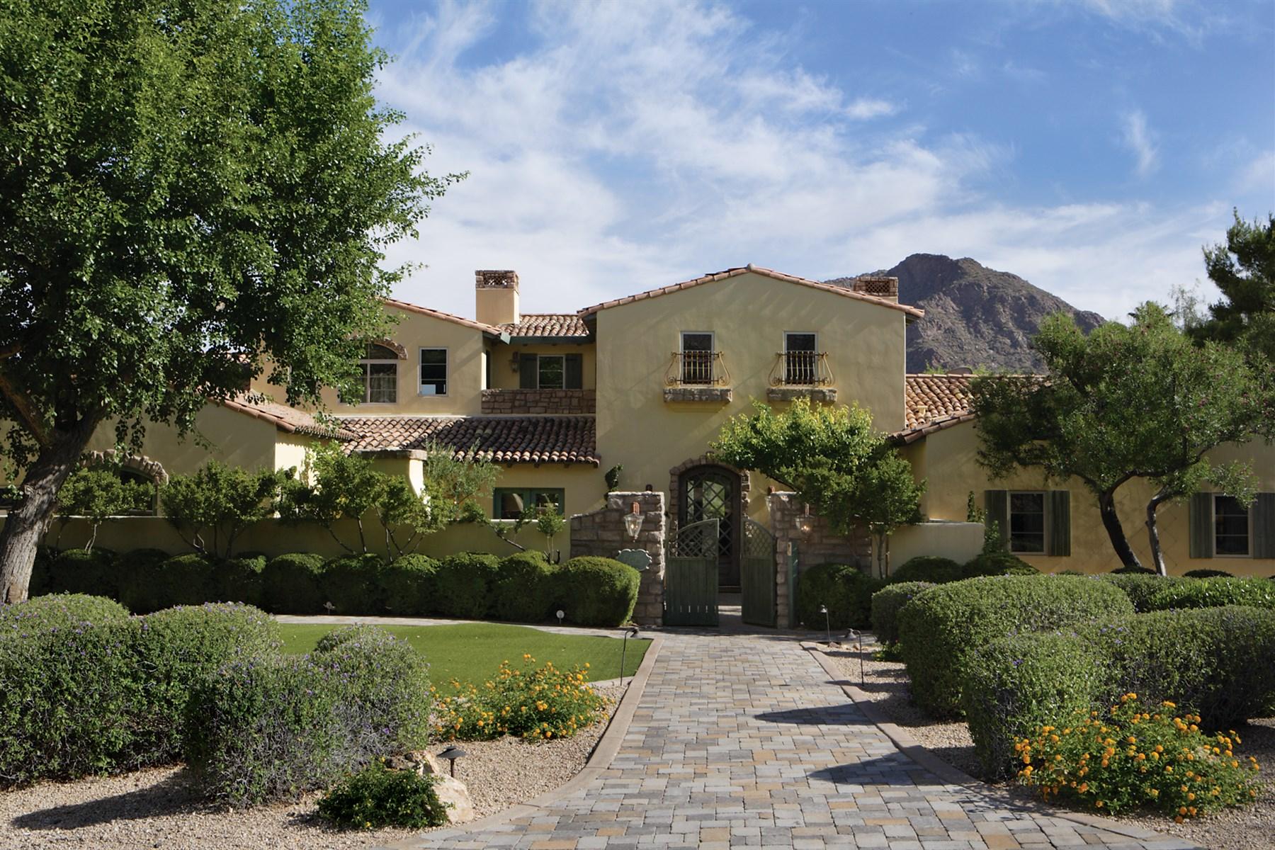 Maison unifamiliale pour l Vente à Romantic French Country Estate 5675 E Cactus Wren Rd Paradise Valley, Arizona, 85253 États-Unis