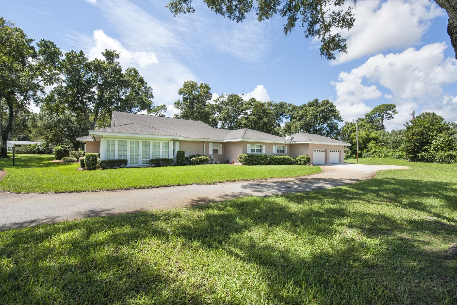 Casa Unifamiliar por un Venta en Old Florida Charm on Doctor's Row 1701 44th Avenue Vero Beach, Florida, 32966 Estados Unidos
