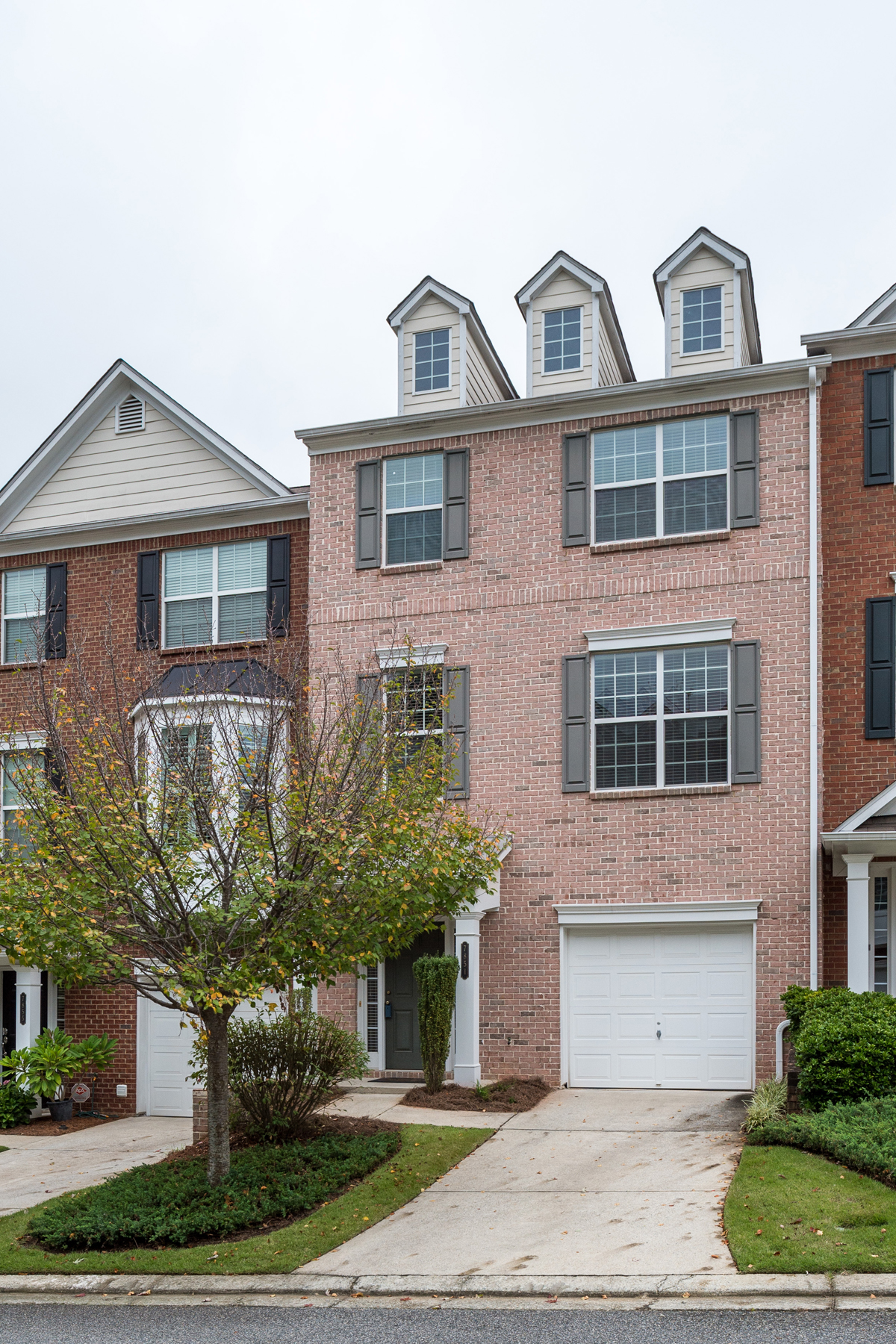 Property For Sale at Wonderful Sandy Springs Townhome