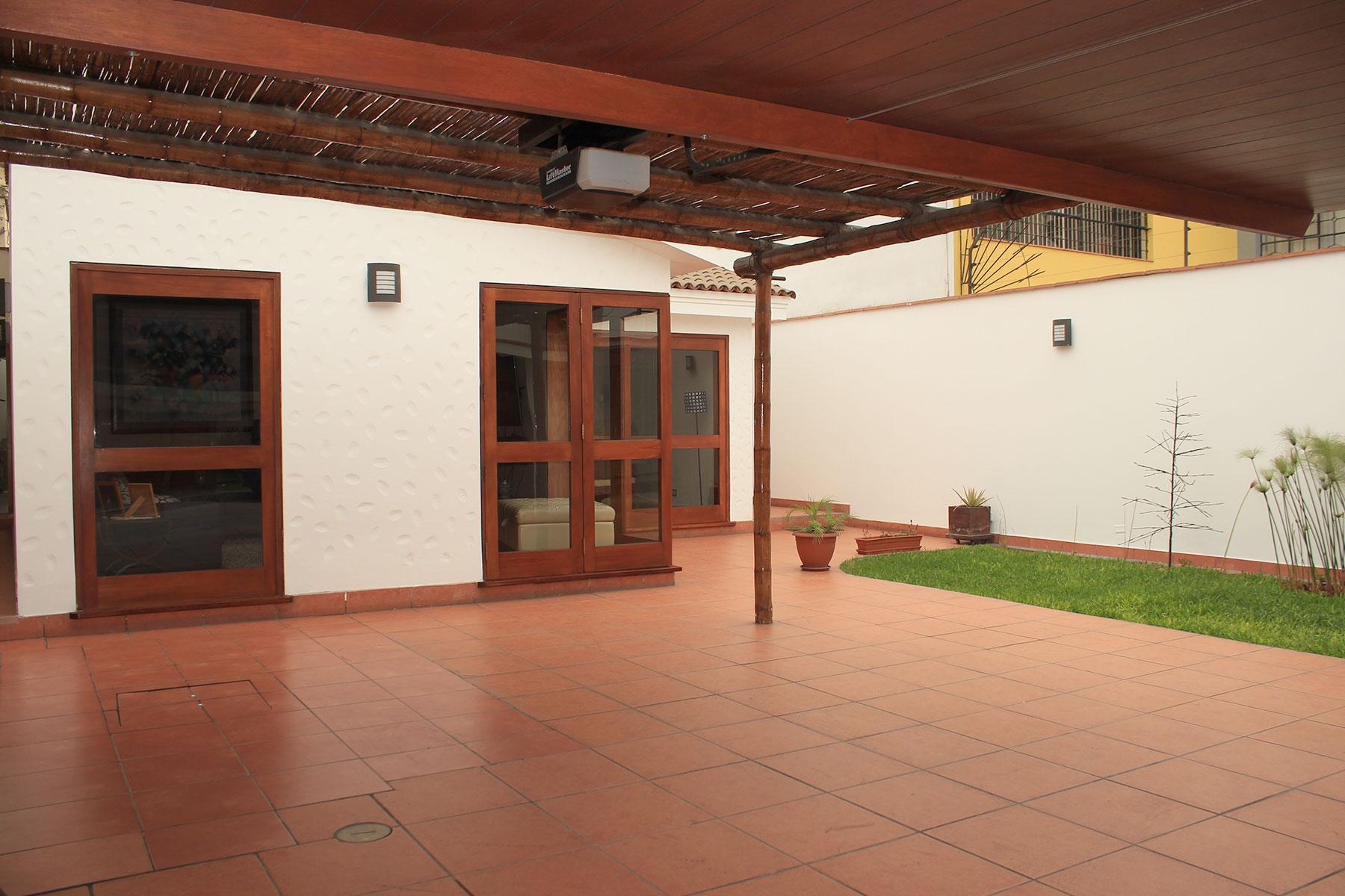 Casa multifamiliare per Vendita alle ore Acogedora casa de una planta totalmente remodelada, techos altos, excelente dist Jr. Honduras Miraflores, Lima, 18 Peru