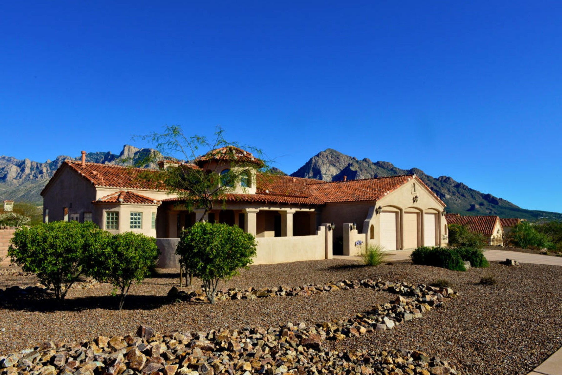 Single Family Home for Sale at Pristine Upscale Home In Gated Pusch Ridge Vistas. 10916 N Pusch Ridge View Place Oro Valley, Arizona 85737 United States