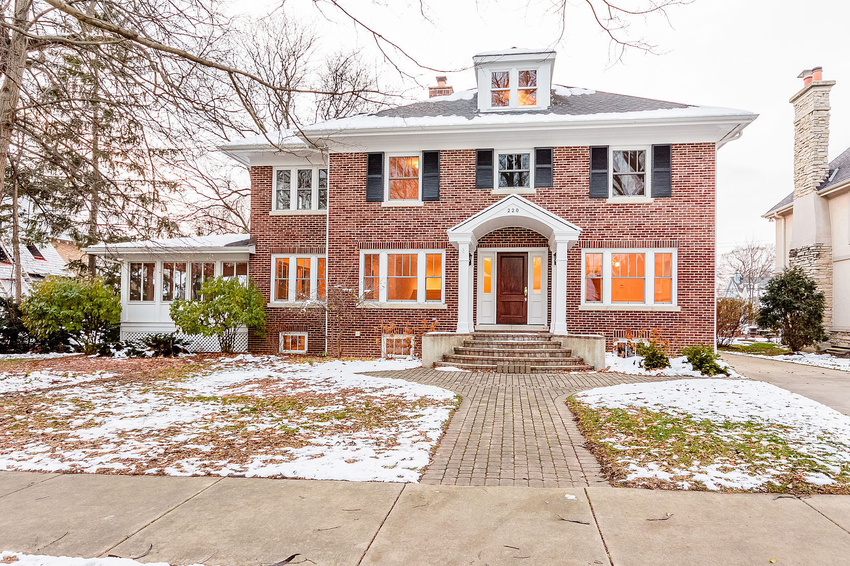 Maison unifamiliale pour l Vente à 220 N Lincoln 220 N. Lincoln Hinsdale, Illinois, 60521 États-Unis