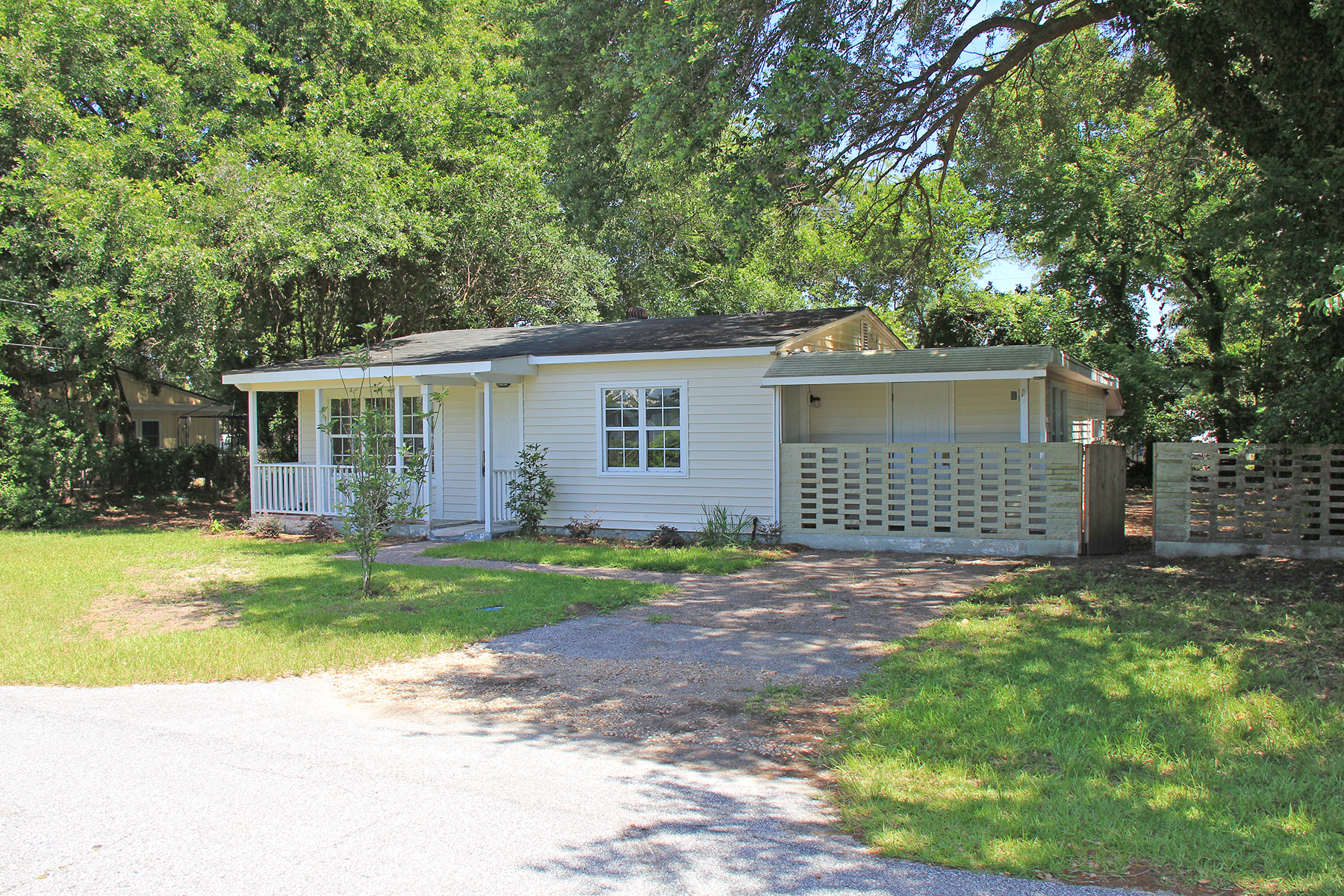 Single Family Home for Sale at 1732 Tomoka Drive Charleston, South Carolina, 29407 United States
