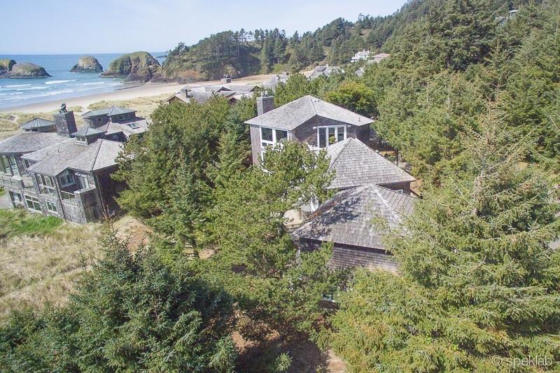 Nhà ở một gia đình vì Bán tại Stunning Chapman Point Home 628 Oak St. Cannon Beach, Oregon 97110 Hoa Kỳ