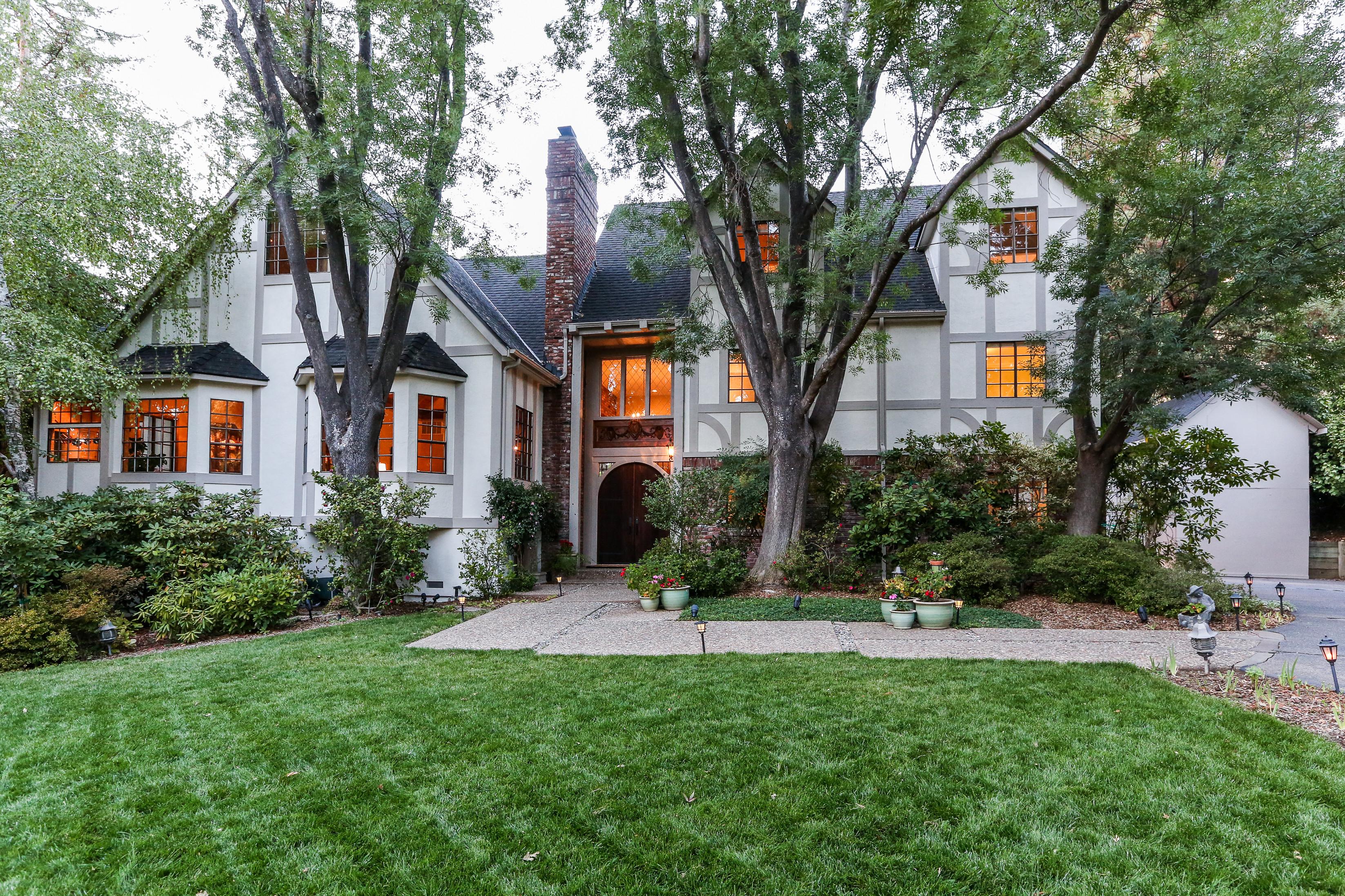 단독 가정 주택 용 매매 에 Exquisite Gated Tudor Hampton Estate 2510 Mt Diablo Scenic Blvd Danville, 캘리포니아, 94506 미국