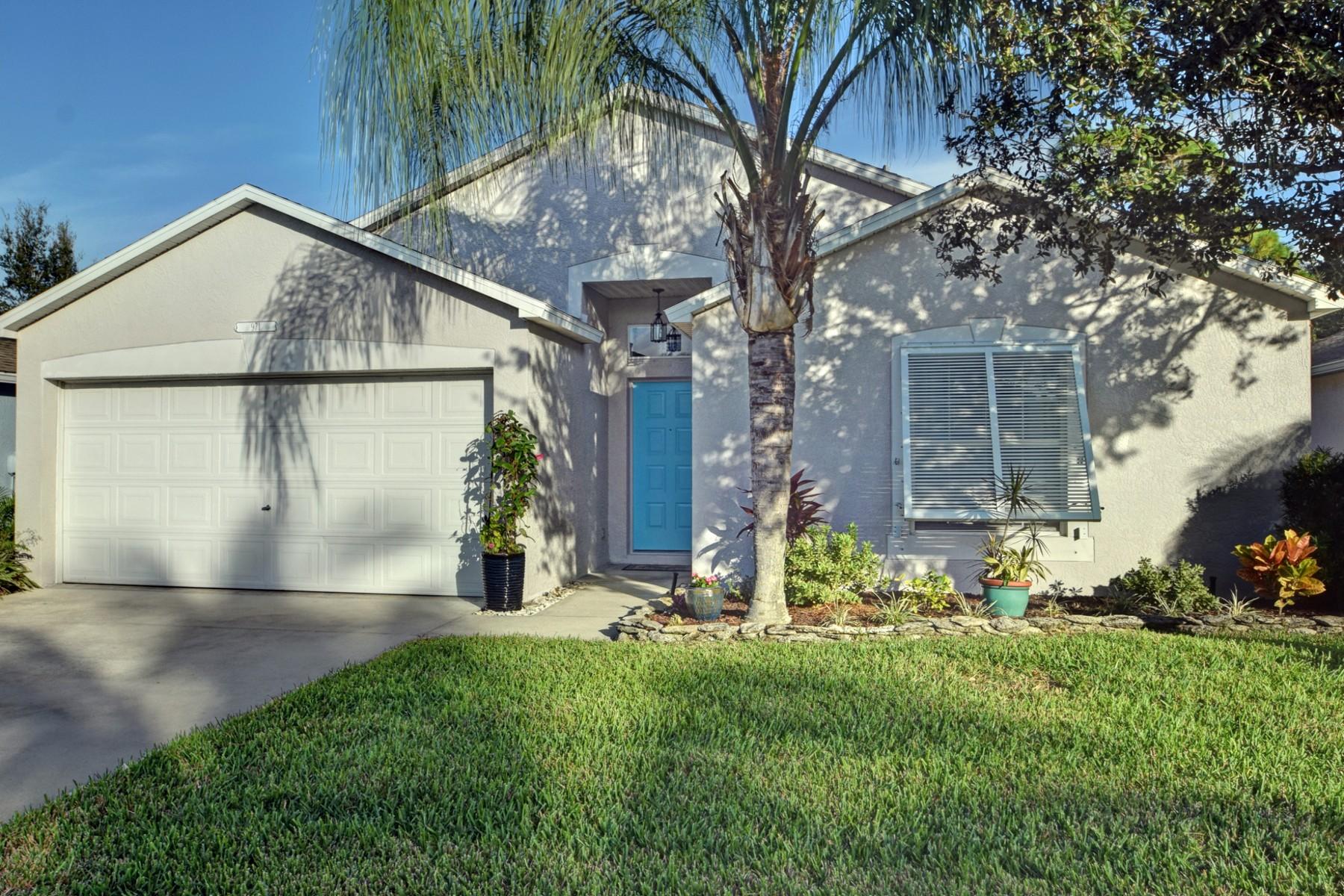 Villa per Vendita alle ore Gorgeous Renovated Home in Waterford Lakes 971 E 13th Sq Vero Beach, Florida 32960 Stati Uniti