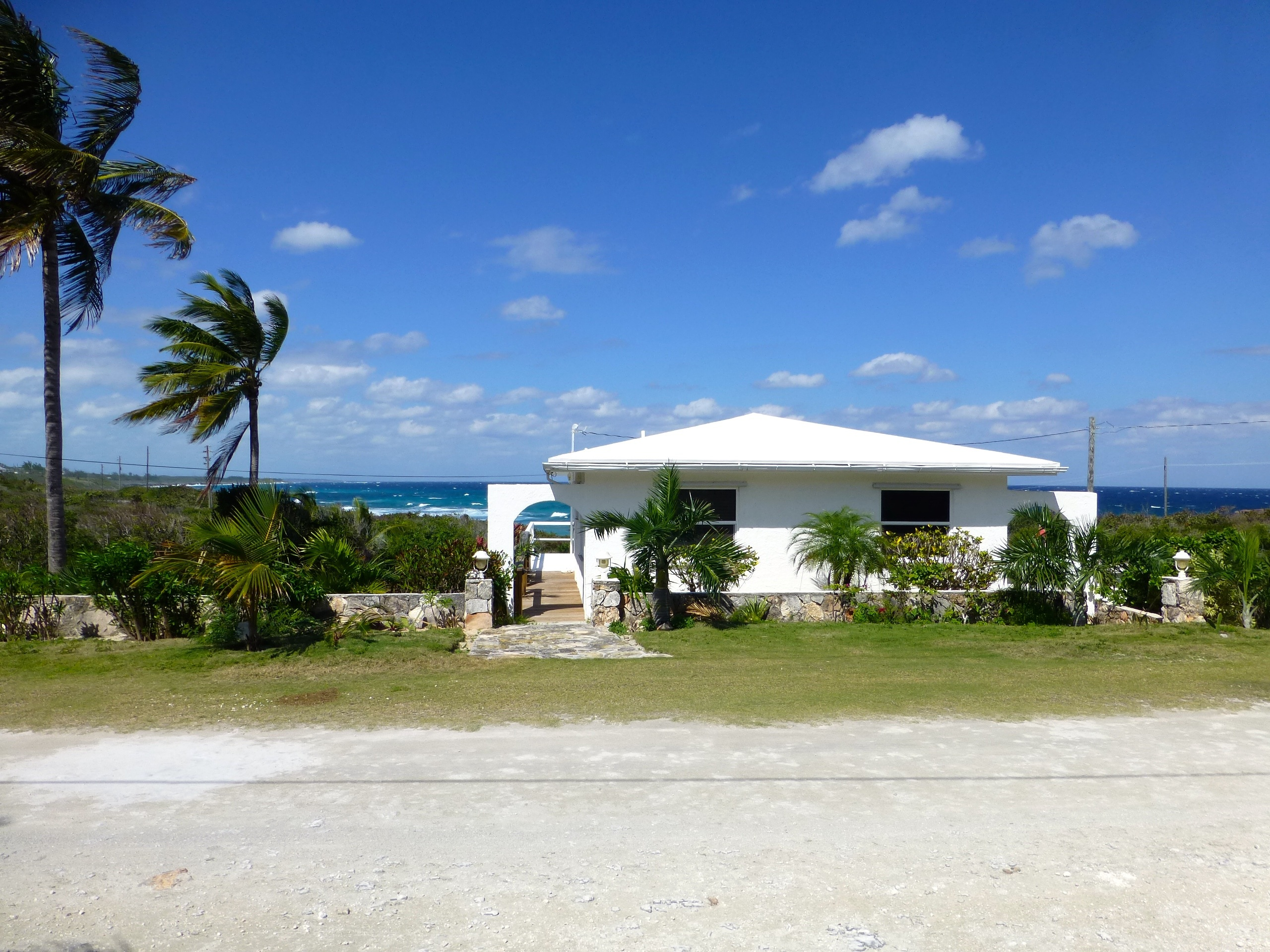 Einfamilienhaus für Verkauf beim An Elevated Cottage with Abundant Sea Views Rainbow Bay, Eleuthera, Bahamas
