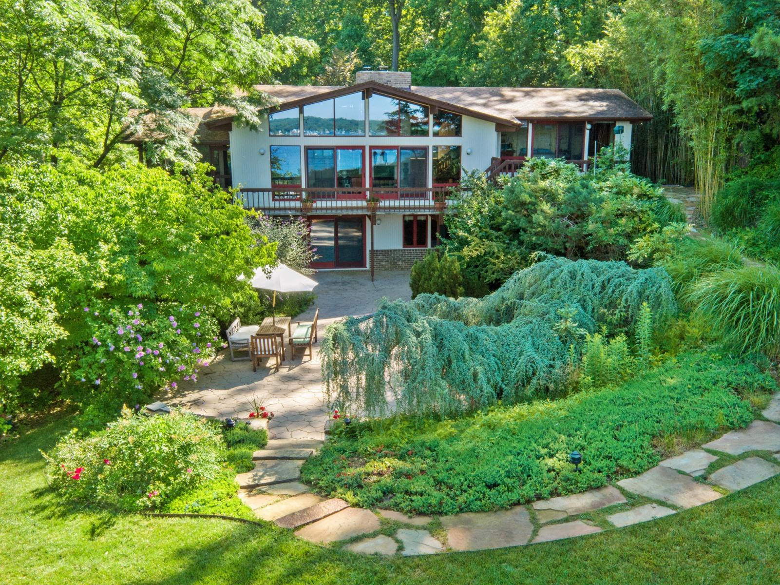 Maison unifamiliale pour l Vente à 640 Magothy Road, Gibson Island 640 Magothy Rd Gibson Island, Maryland 21056 États-Unis