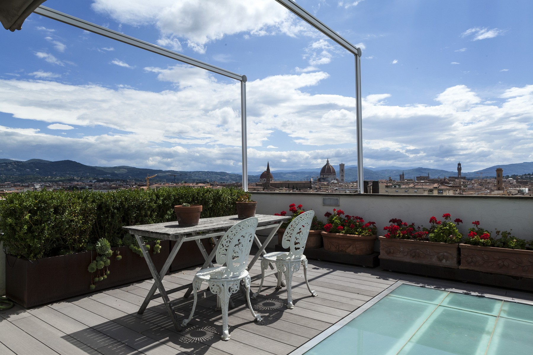 Apartamento por un Venta en Stunning penthouse with pool and views over Florence Via Solferino Firenze, Florence 50123 Italia