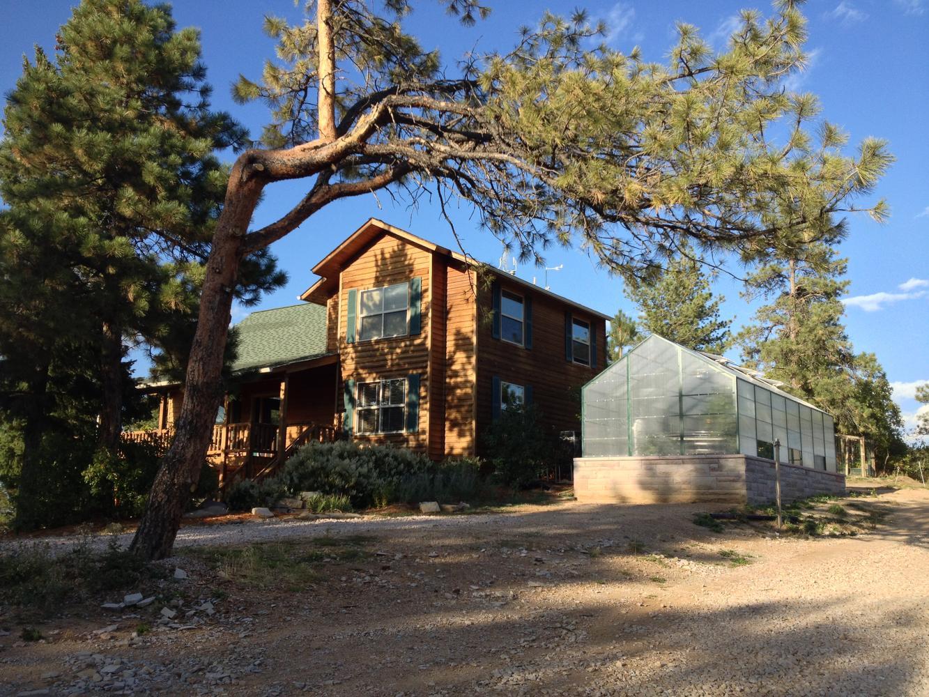 Villa per Vendita alle ore Two Residences on 10+ Treed Acres with Breathtaking Mountain Views 2589 N State Highway 67 Sedalia, Colorado, 80135 Stati Uniti