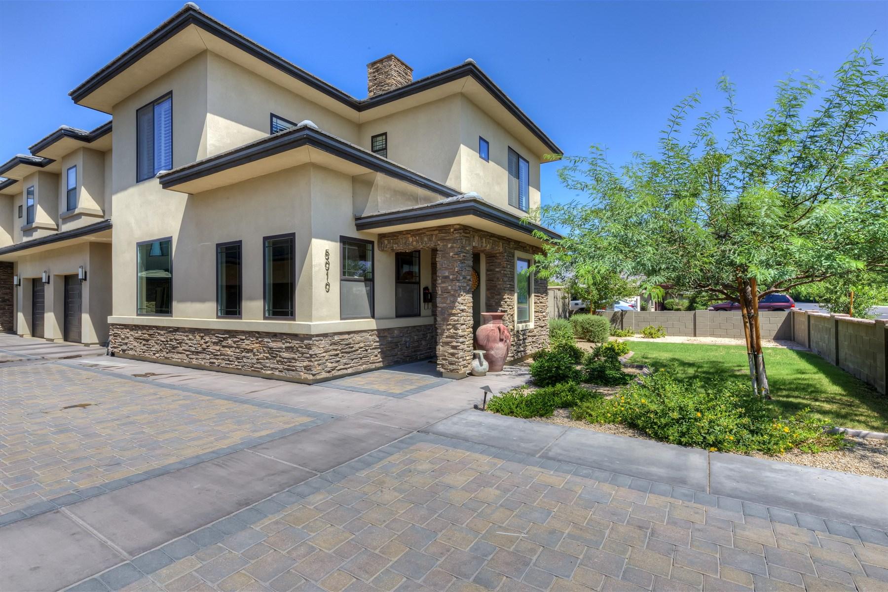 Таунхаус для того Продажа на Nearly New & Very Special Townhome in the Camelback/Biltmore Corridor 5010 N 34th Street #1 Phoenix, Аризона 85018 Соединенные Штаты