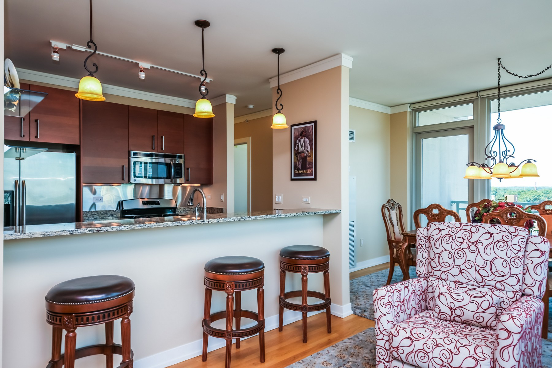Additional photo for property listing at Wonderful Condo In Premier Evanston Building 1570 Elmwood Avenue Unit 1111 Evanston, Illinois 60201 United States
