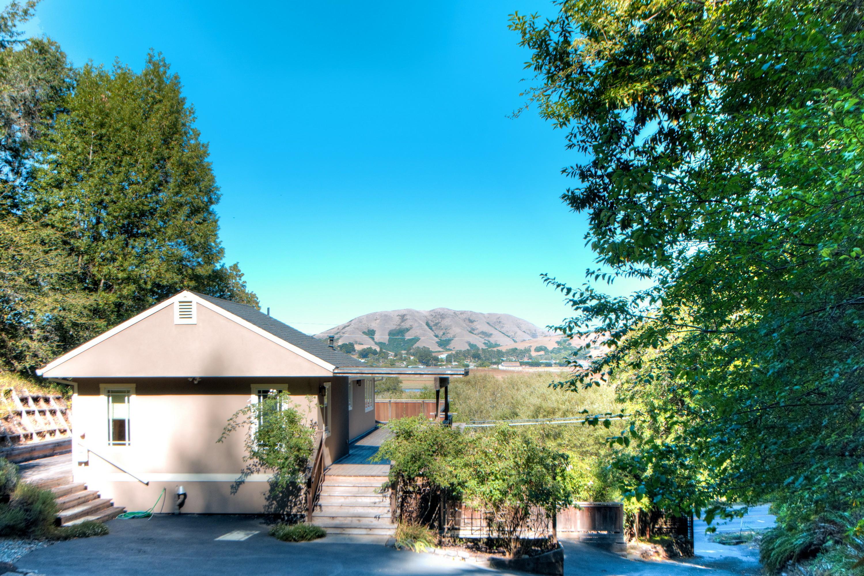 Einfamilienhaus für Verkauf beim Surrounded by Natural Beauty 12229 Sir Francis Drake Blvd Inverness, Kalifornien, 94937 Vereinigte Staaten