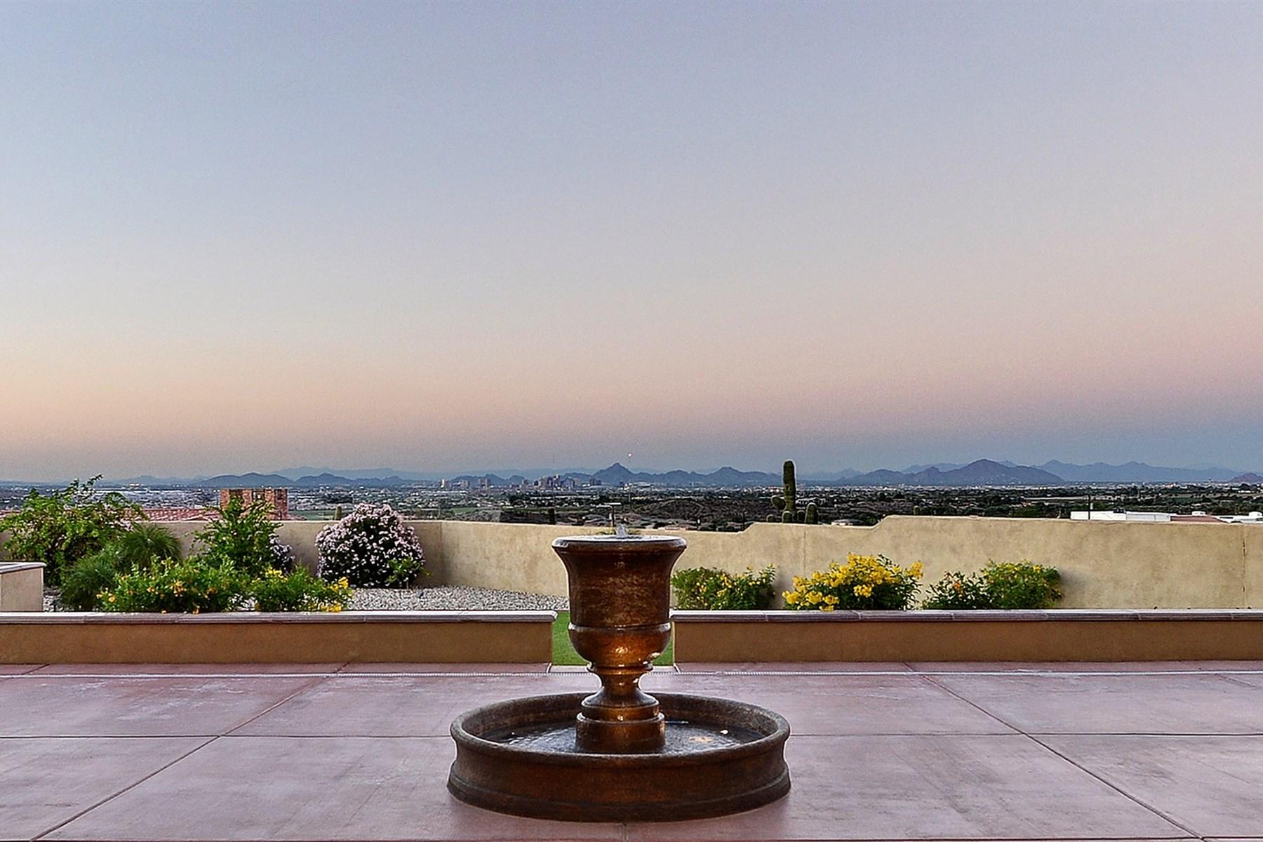 Vivienda unifamiliar por un Venta en Beautiful gated home is situated on 2.5 private acres 10456 S 25th Ave Phoenix, Arizona 85041 Estados Unidos