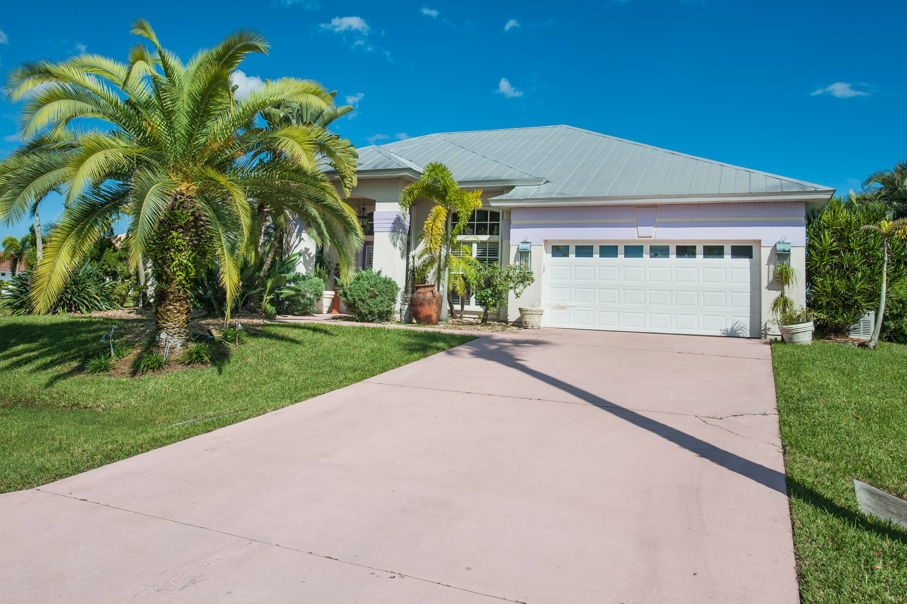 Single Family Home for Sale at Delightful Lakefront Home in Copeland's Landing 7360 33rd Avenue Vero Beach, Florida, 32967 United States