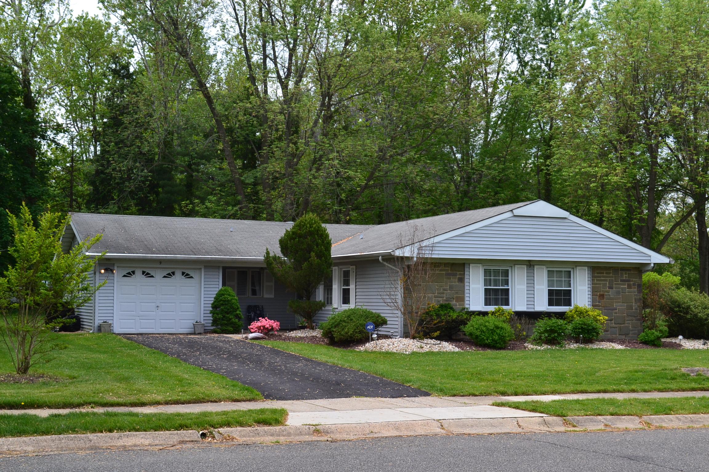 Vivienda unifamiliar por un Venta en 9 Drexel Lane Aberdeen, Nueva Jersey 07747 Estados Unidos