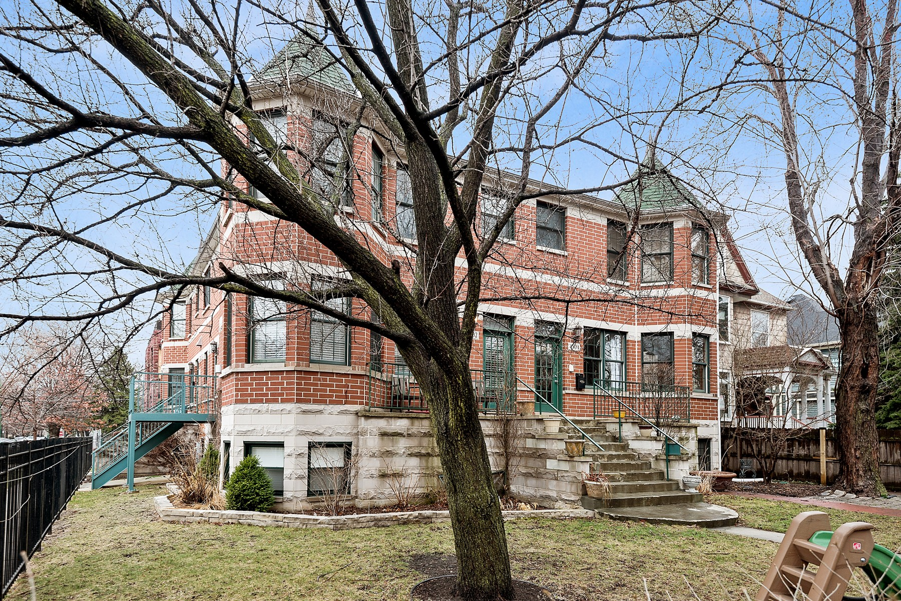 sales property at Beautiful Lincoln Square Home