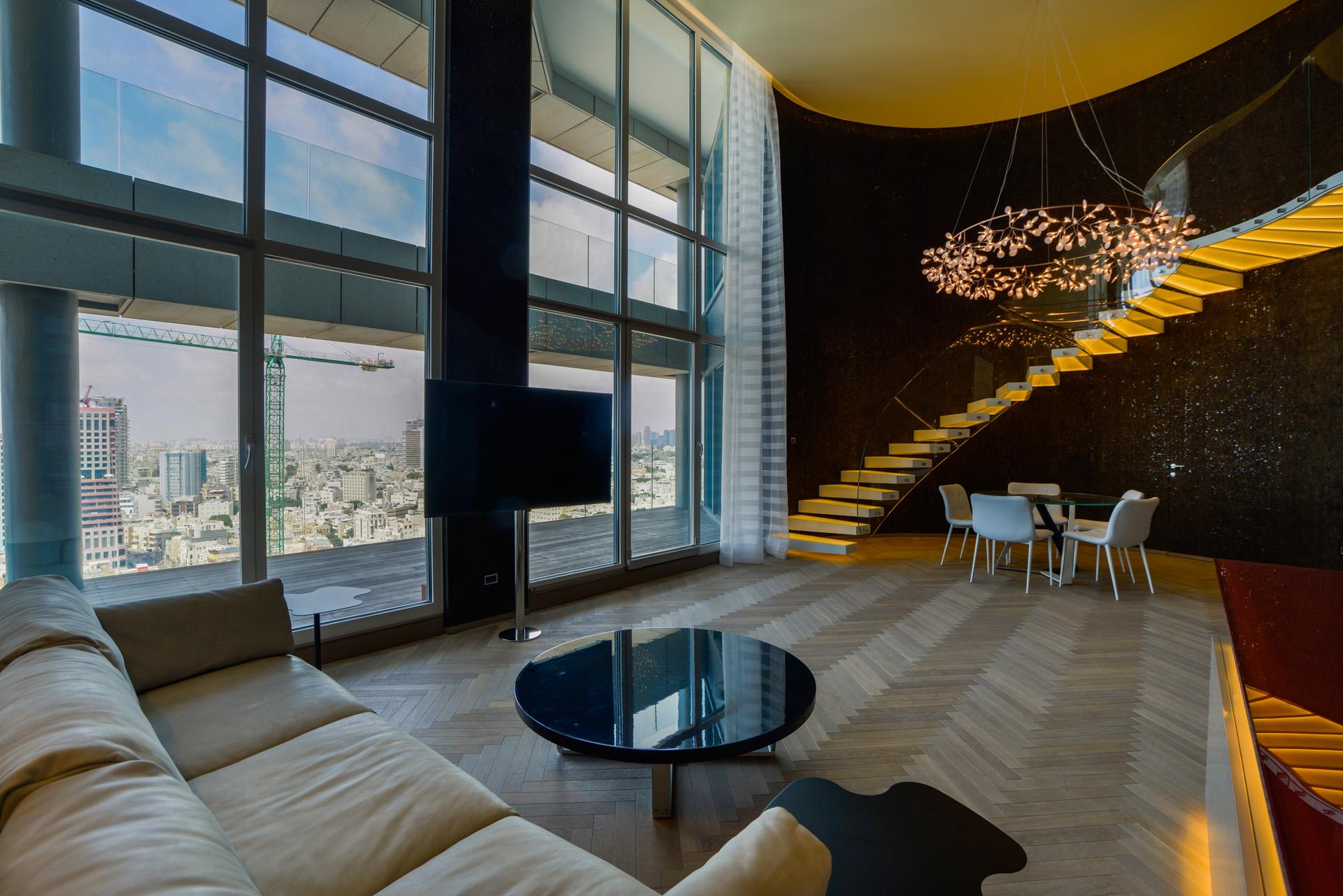 дуплекс для того Продажа на Breathtaking view Duplex at Sea One Tel Aviv, Израиль