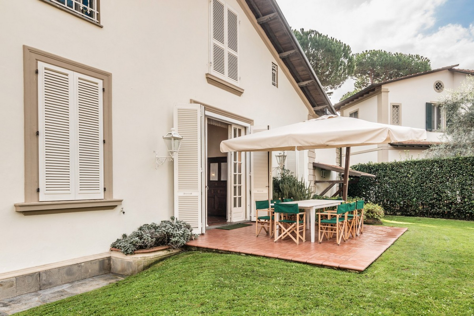 Additional photo for property listing at Incomparable property in Forte dei Marmi Roma Imperiale Forte Dei Marmi, Lucca 50100 Italien