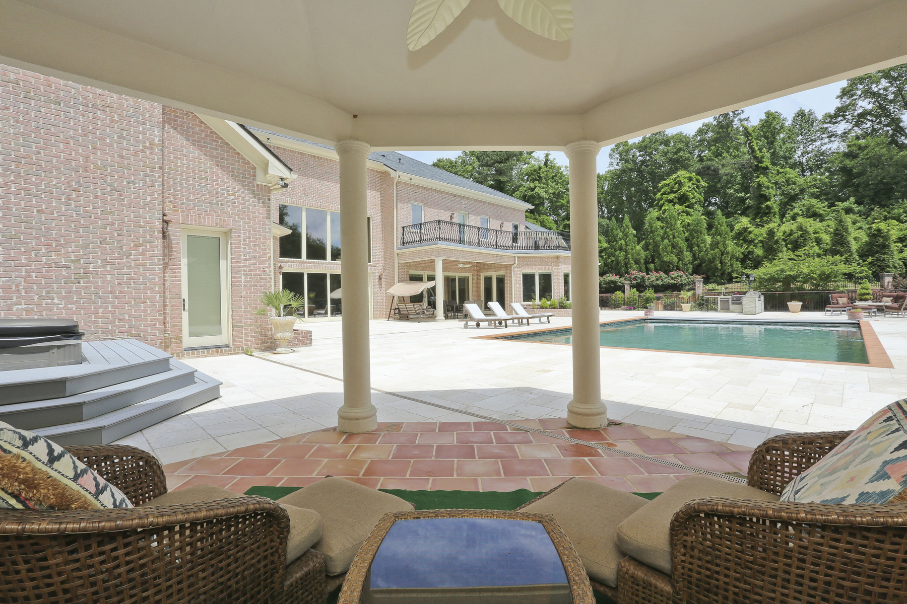Additional photo for property listing at Stunning Private Estate 1625 Sunnybrook Farm Road Sandy Springs, 조지아 30350 미국