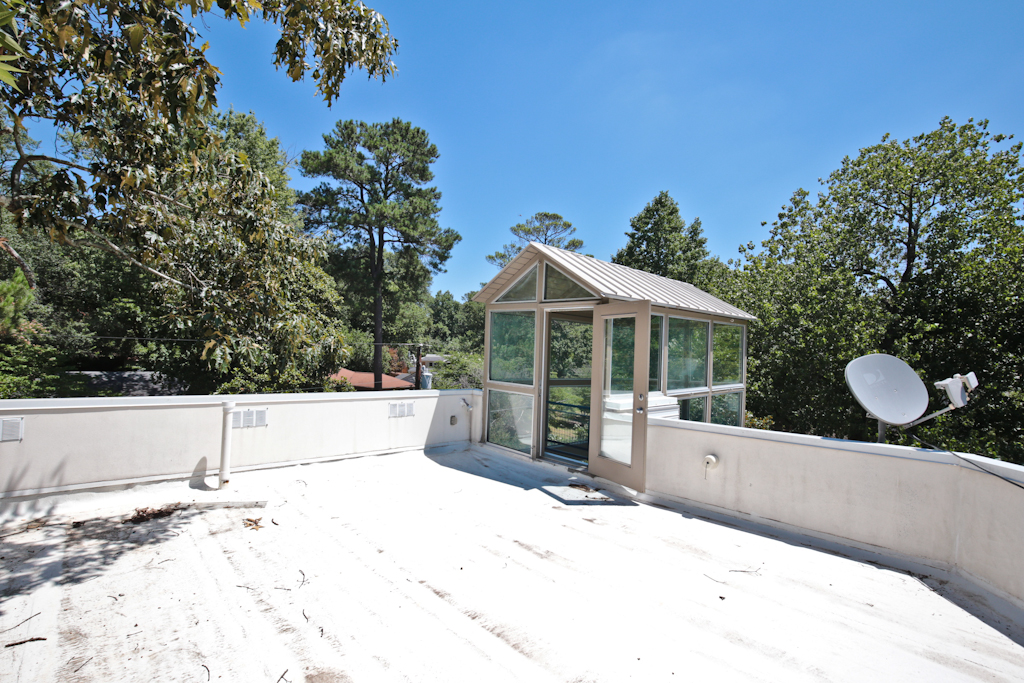 Additional photo for property listing at Ultra Sleek Contemporary In BuckheadPeachtree Hills 335 Eureka Drive NE Atlanta, Georgië 30305 Verenigde Staten