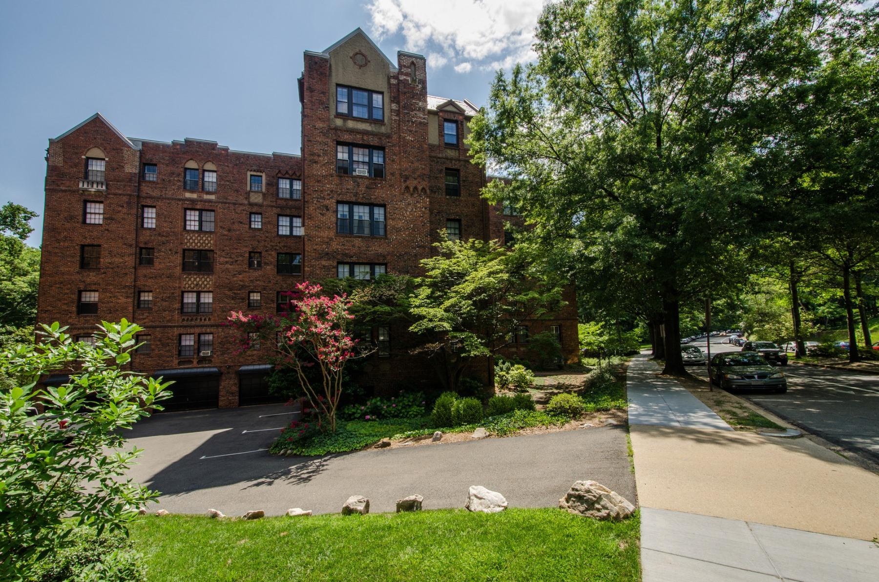 Кооперативная квартира для того Продажа на 3024 Tilden Street Nw 502C, Washington Washington, Округ Колумбия 20008 Соединенные Штаты